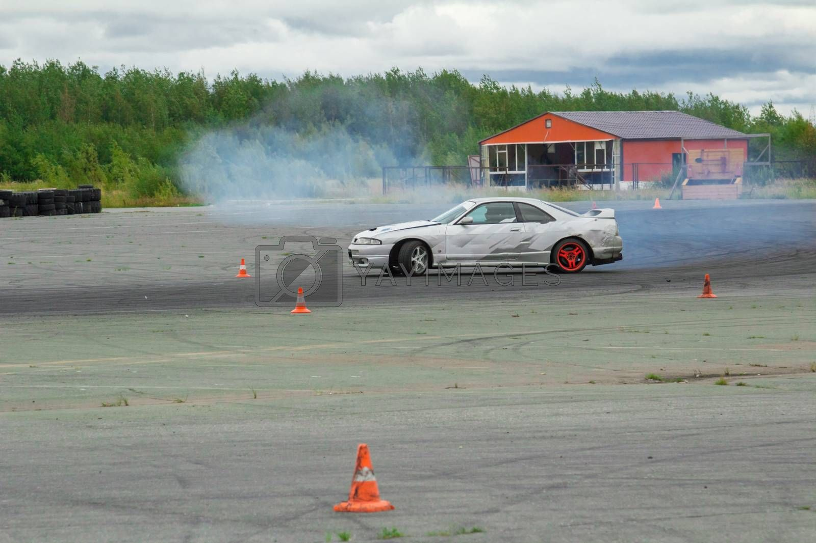 Cornering technique with the use of a controlled drift at the maximum speed