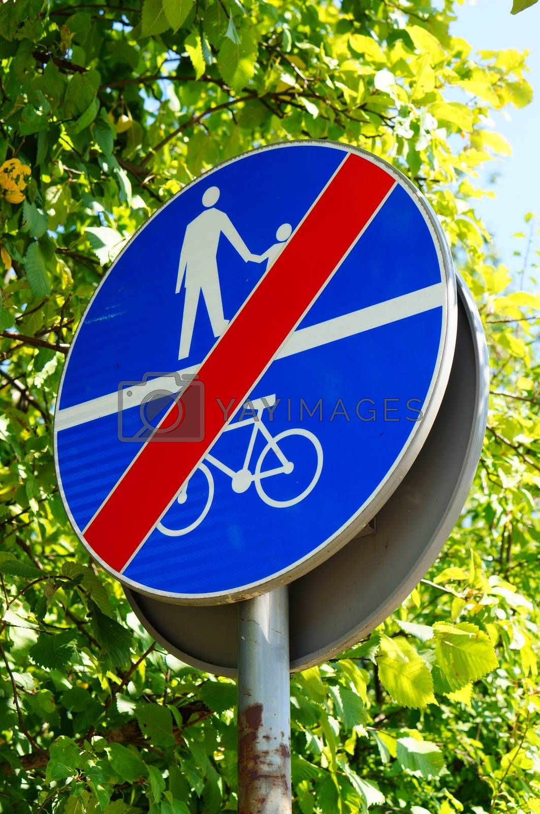 Pedestrian and bicycle sign showing end