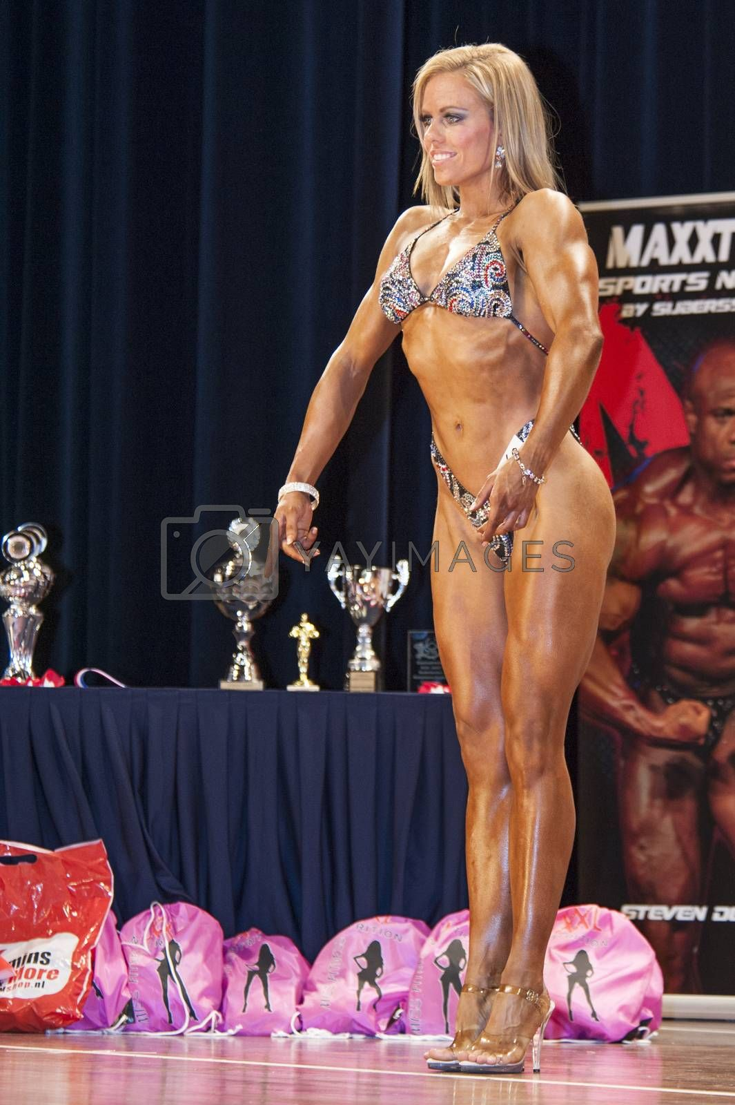 Female bodybuildershows het best front pose on stage by yellowpaul