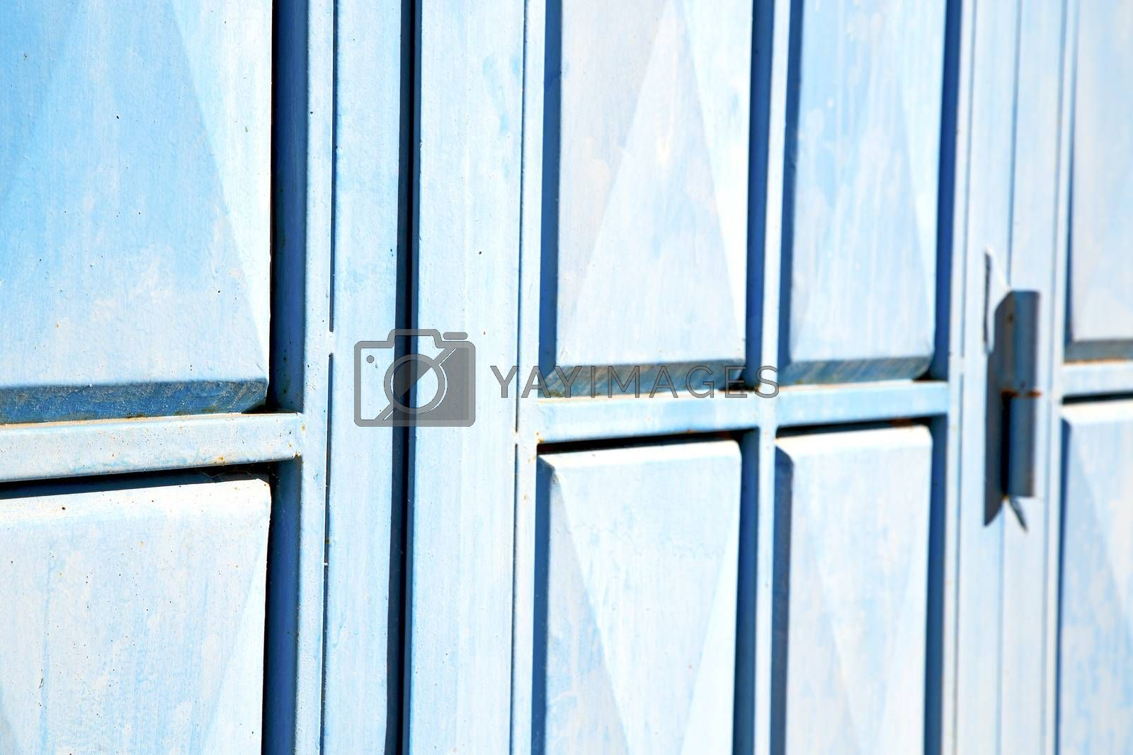 blue hinges      rusty      morocco in   by lkpro