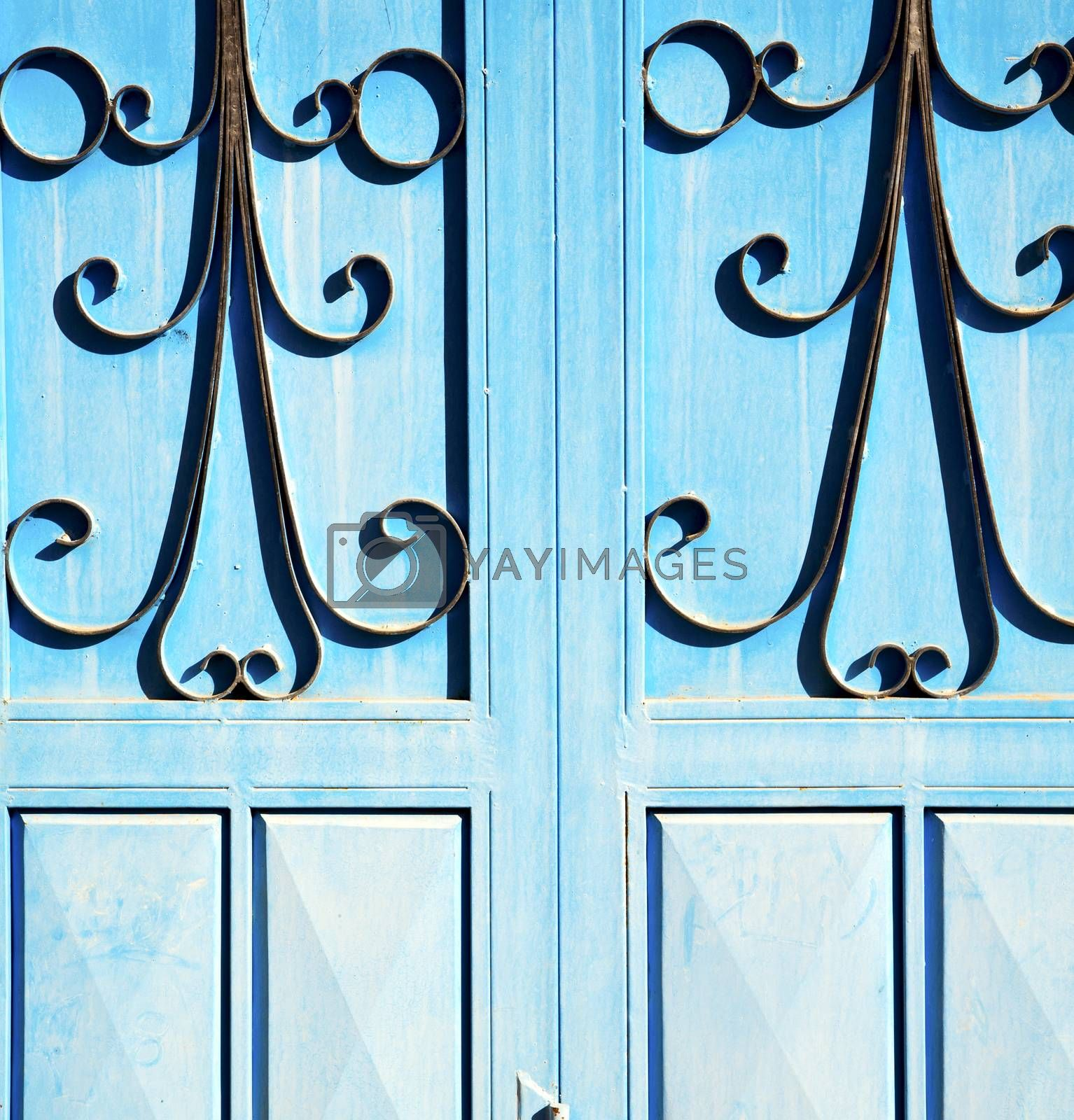 blue hinges      rusty      morocco in africa the old wood  faca by lkpro