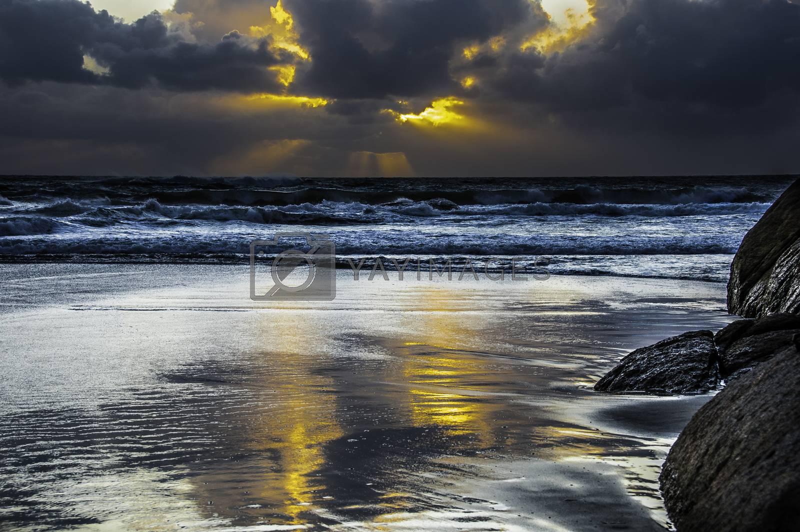 Solen bak skyene. by vidar.fredheim@dabb.no