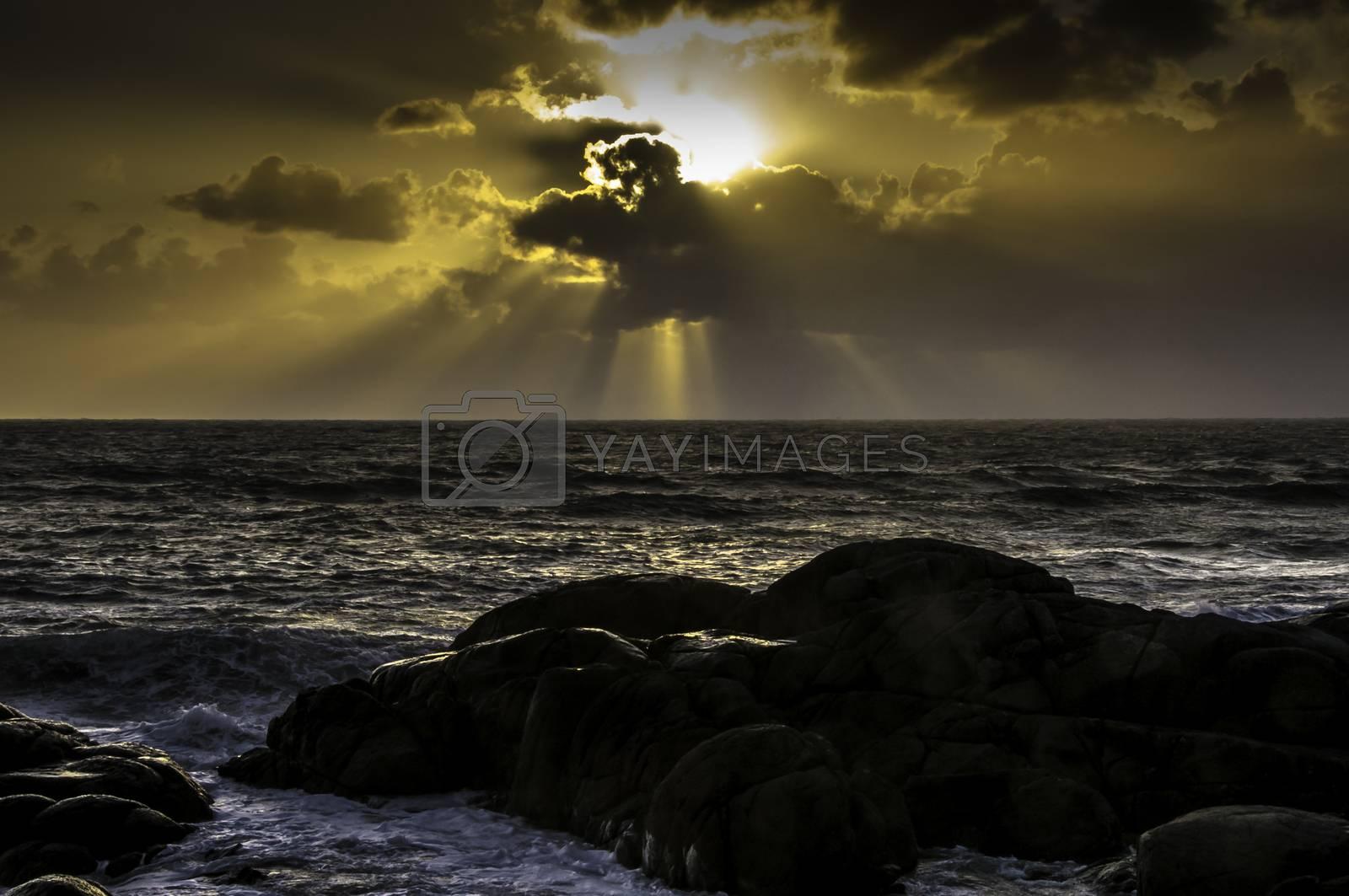 Solen gjemmer seg. by vidar.fredheim@dabb.no