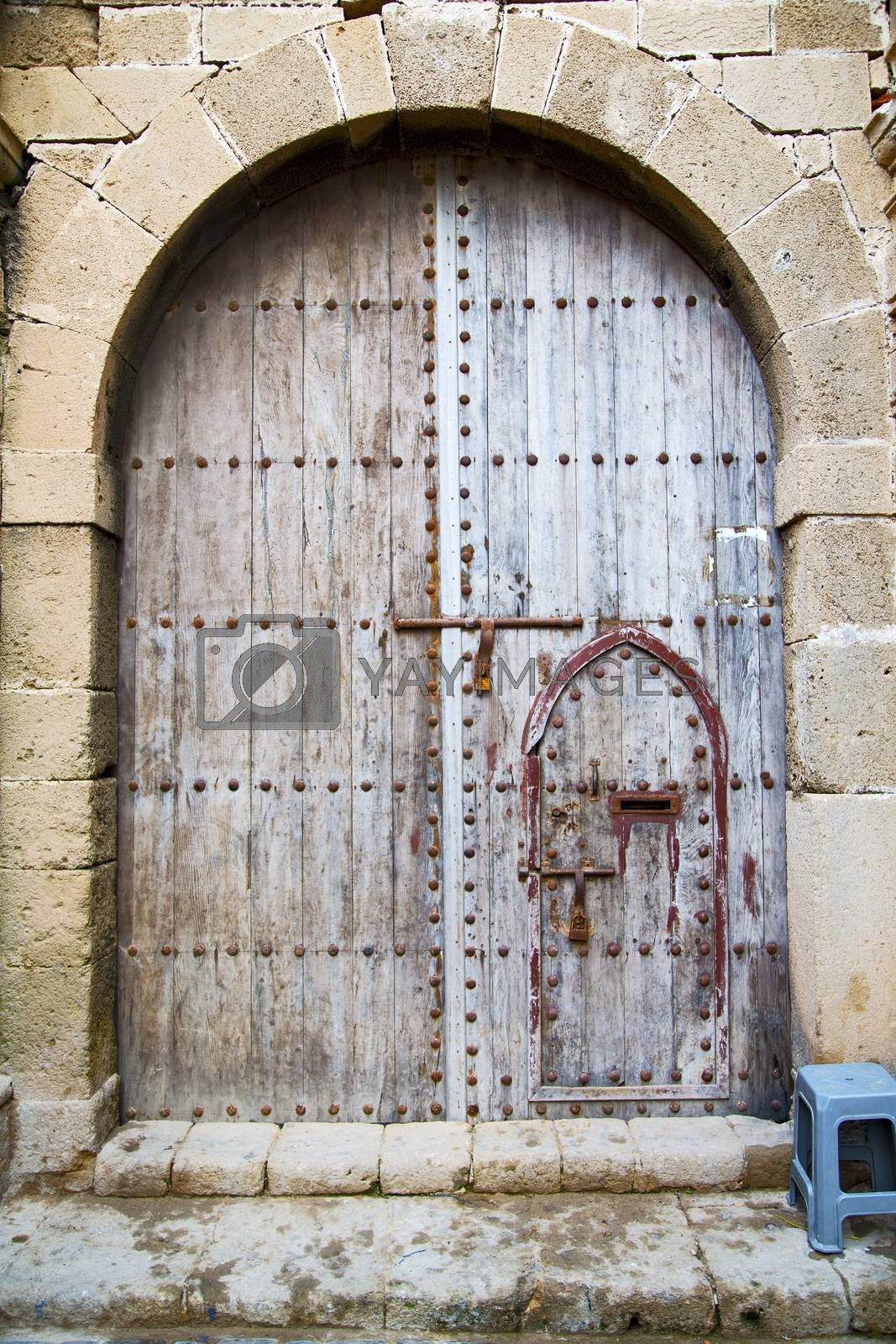 antique door in morocco rusty brown by lkpro