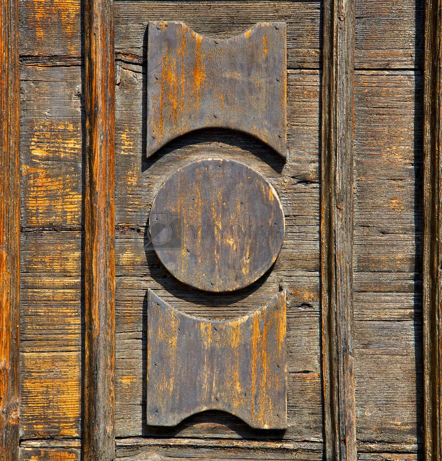 castronno  varese   brown knocker  door  closed wood lombardy it by lkpro