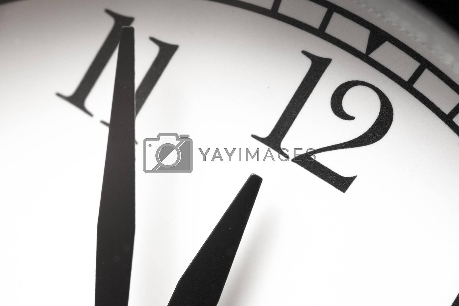 Photo alarm clock,  arrow close to12 hours