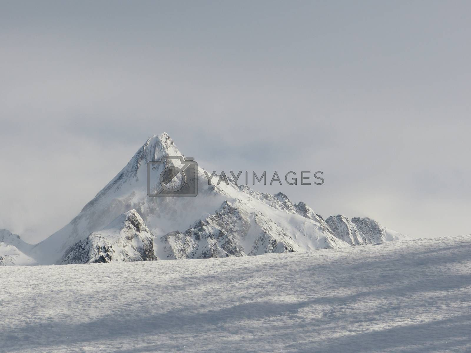 Mountain by kartyl