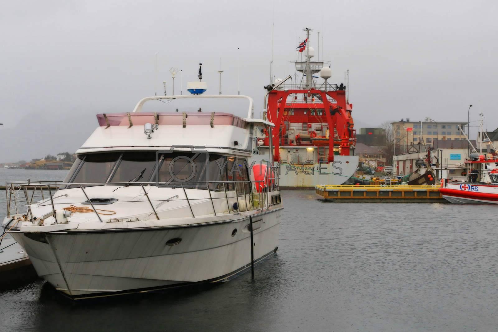 "Forskningsfartøyet M/S ""H U Sverdrup II ved kai i Brønnøysund"