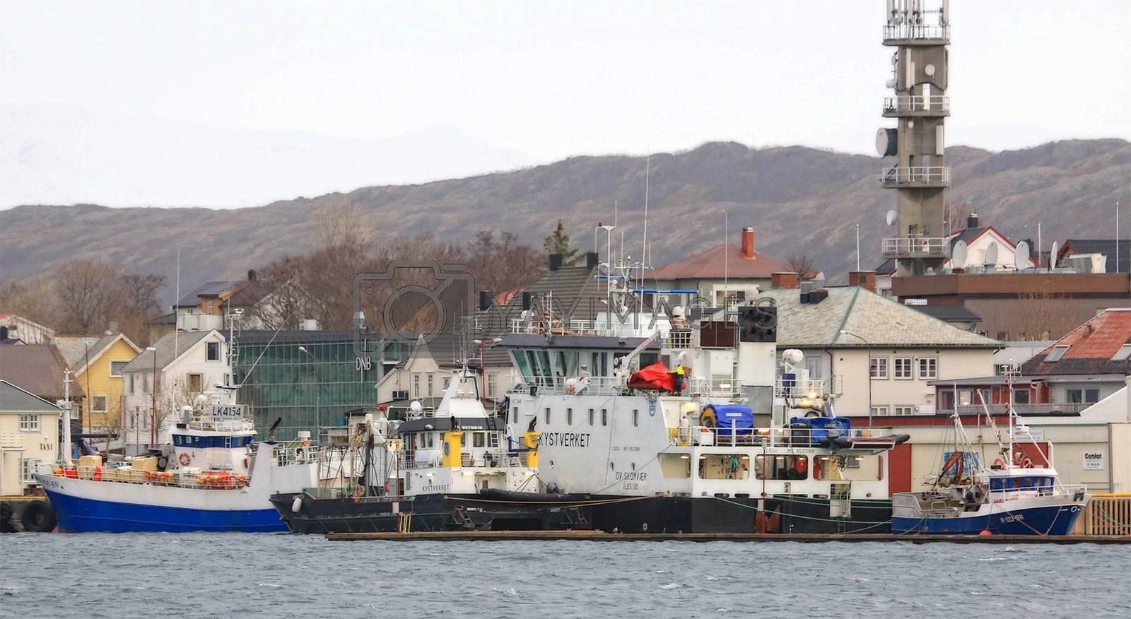 Kystverket`s OV Skomvær ved kai i Brønnøysynd