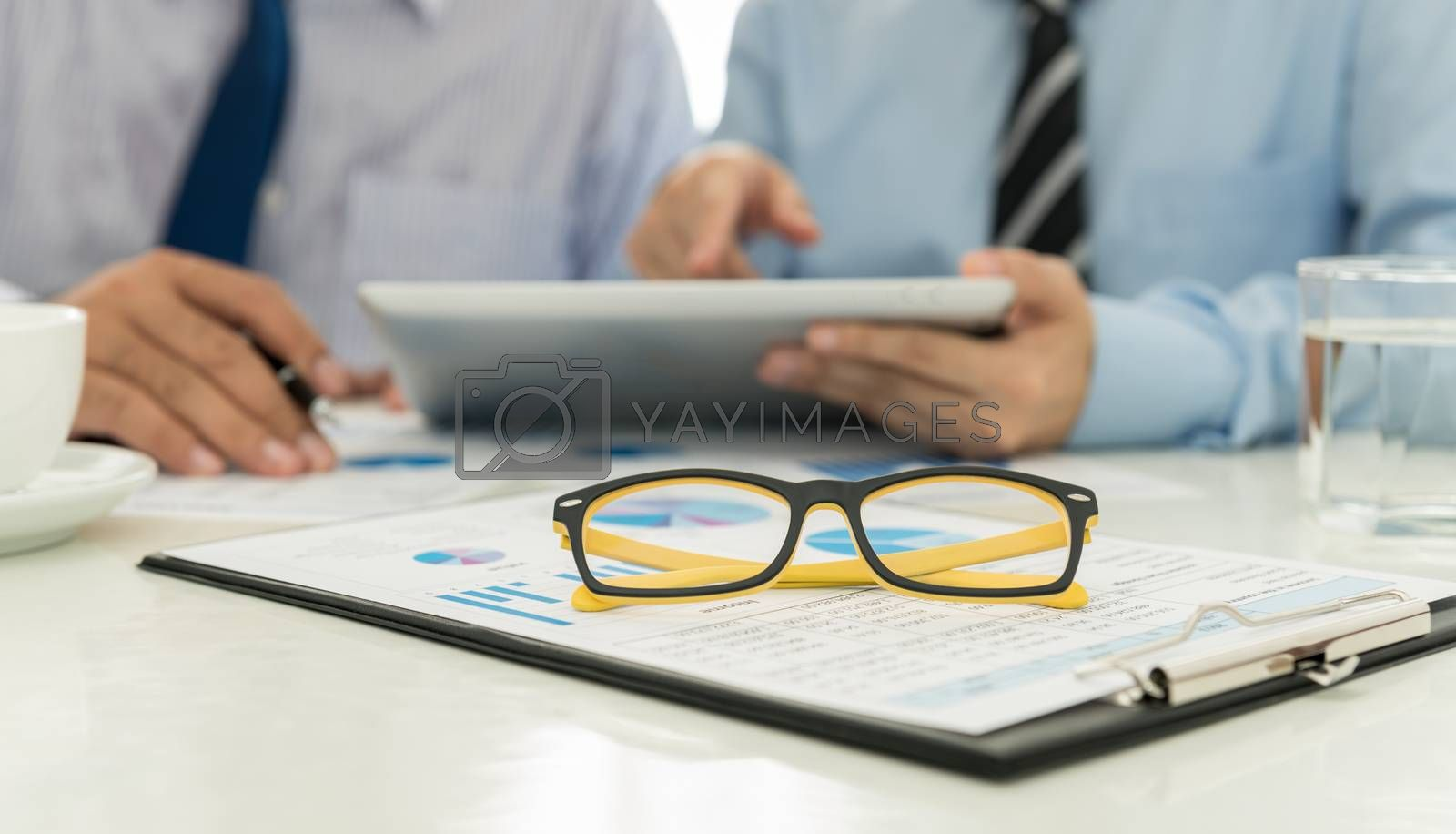 close-up glasses on analysis report In the meeting rooms
