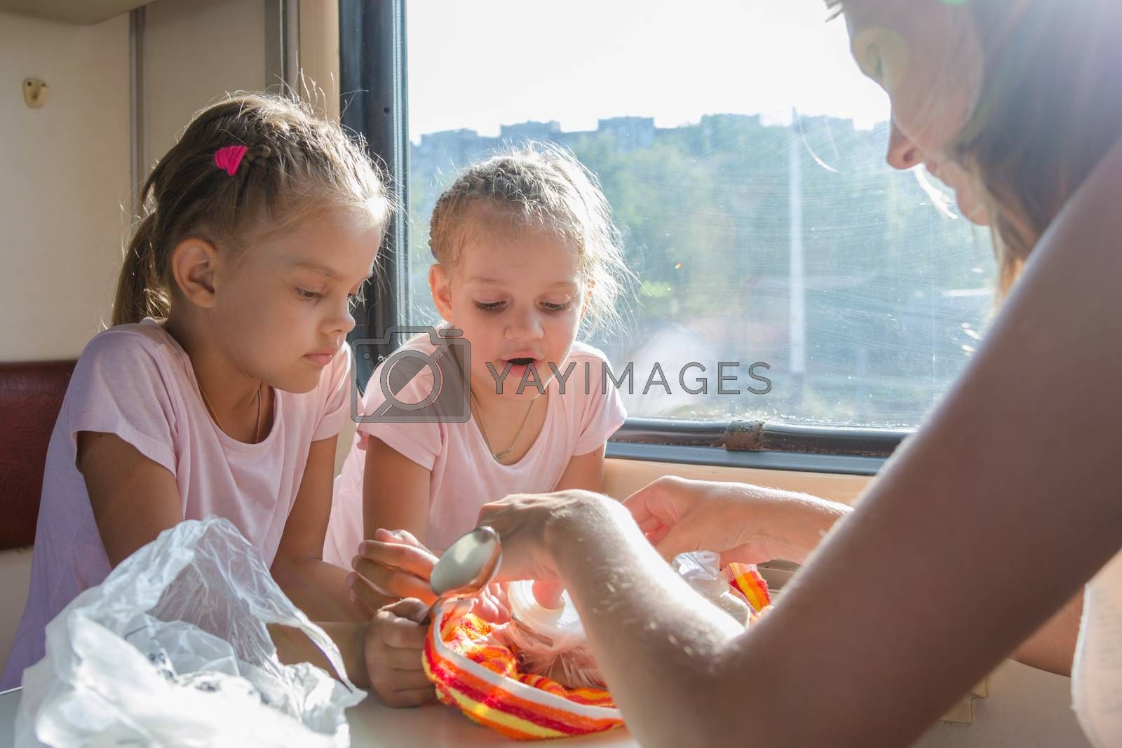 My mother unpacks prepared home food for hungry children in second-class train carriage