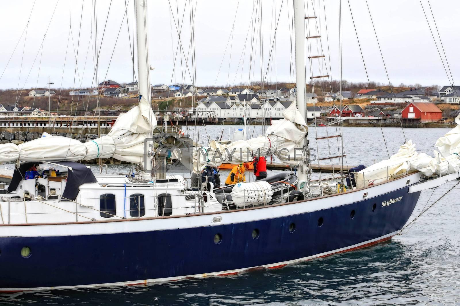 SkyDancer av Longyearbyen er en 73 fot stål og alu skonnert bygd i Danmark og ferdigstilt i 2007. Hun er fullt utstyrt for å seile i høye breddegrader farvann. Hun er is klassifisert og klar til å gå hvor som helst.
