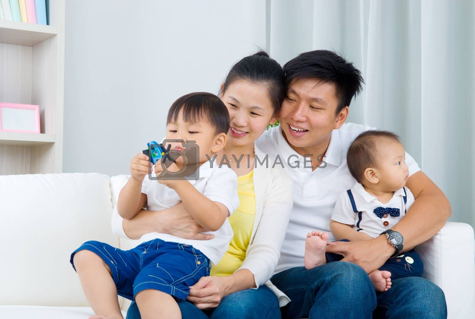 asian family by yongtick