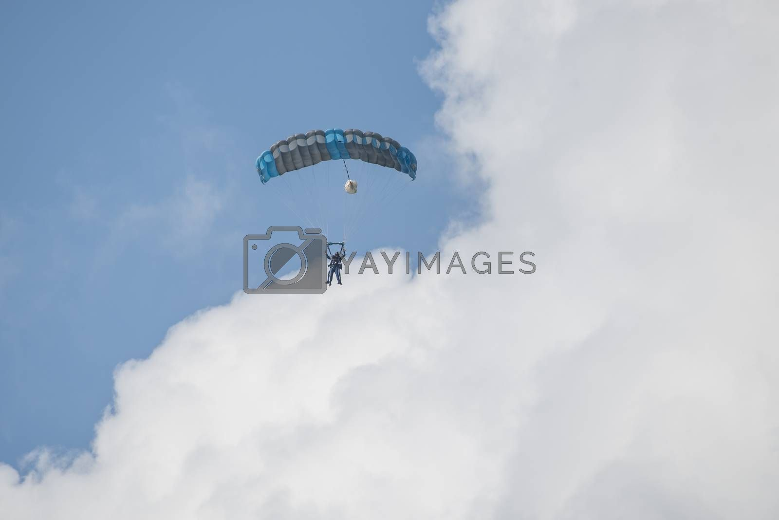 Paratroopers into a double jump to one parachute