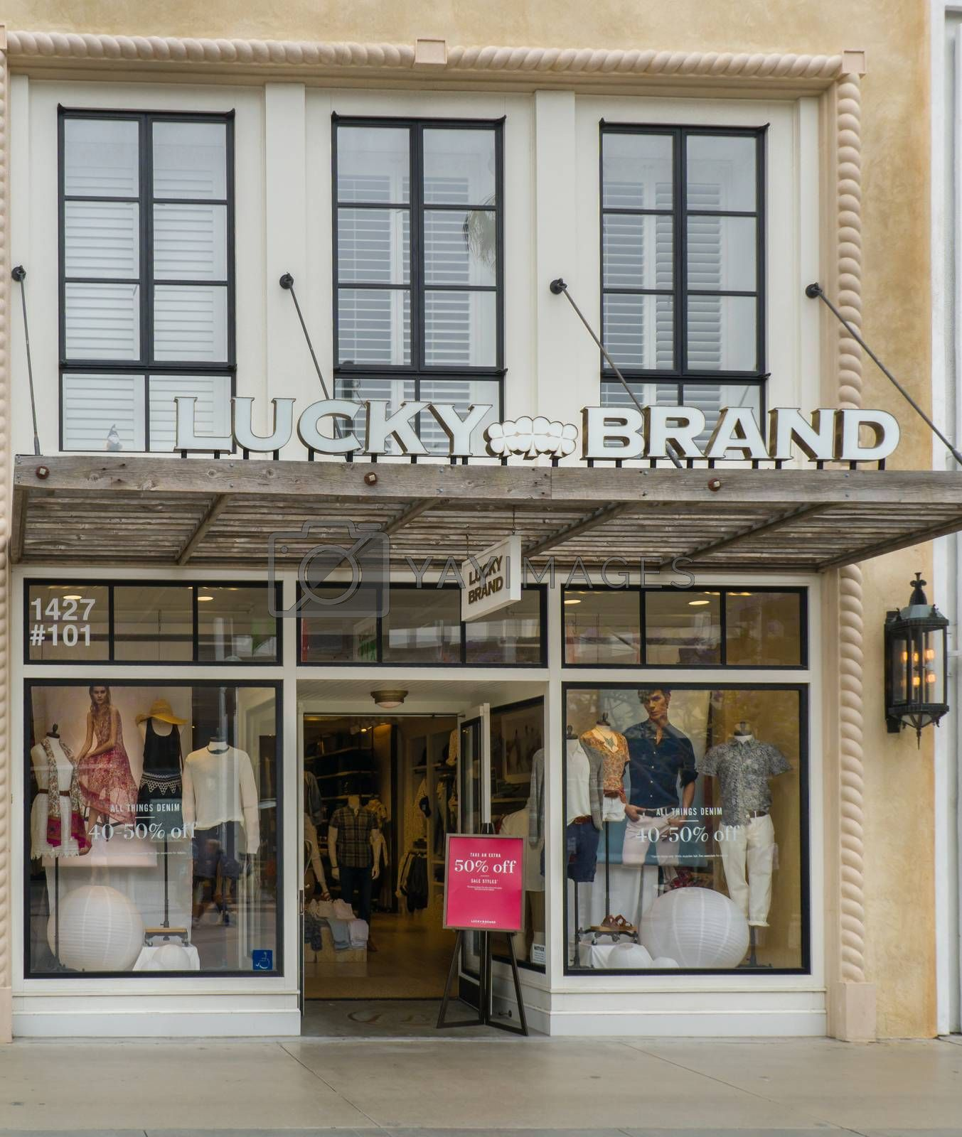 SANTA MONICA, CA/USA - MAY 12, 2016: Lucky Brand retail store and exterior. Lucky Brand Jeans is an American denim company founded in Vernon, California.