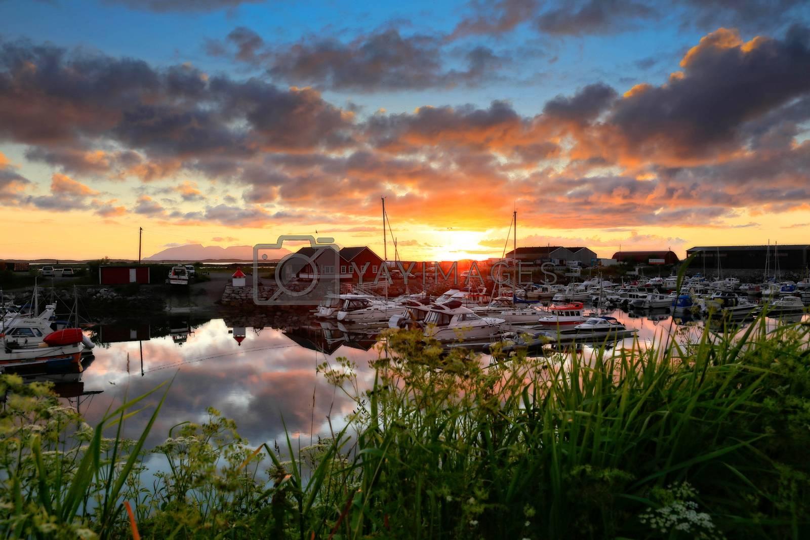 Solnedgang ved Salhus marina Brønnøysund