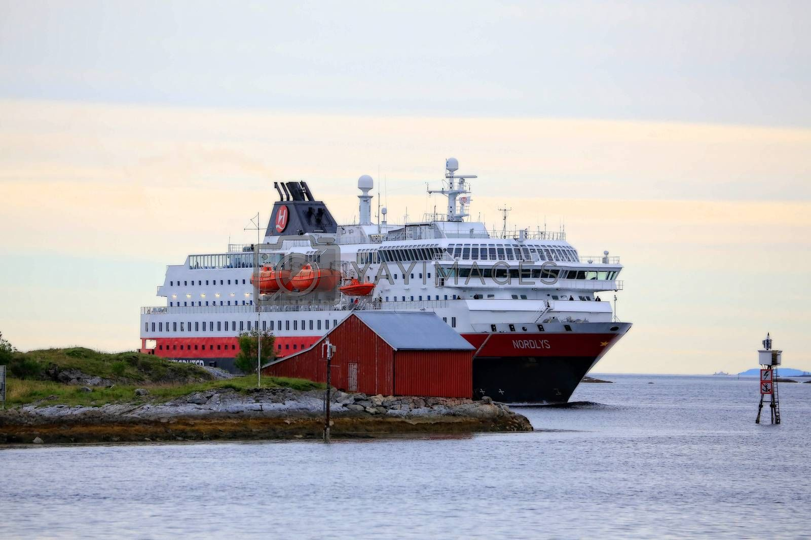 M.s Nordlys ankommer Brønnøysund
