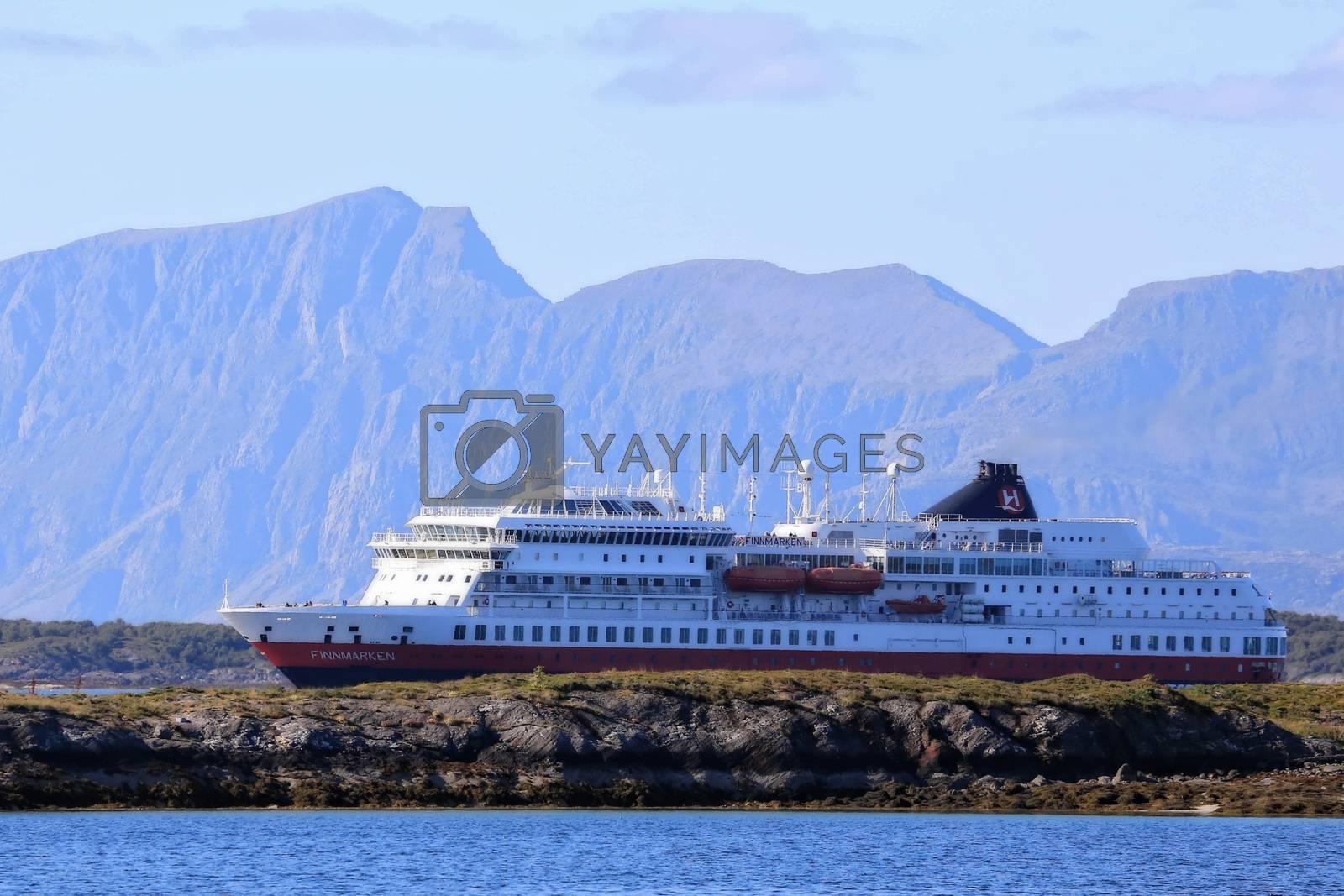 M.s Finnmarken ankommer Brønnøysund