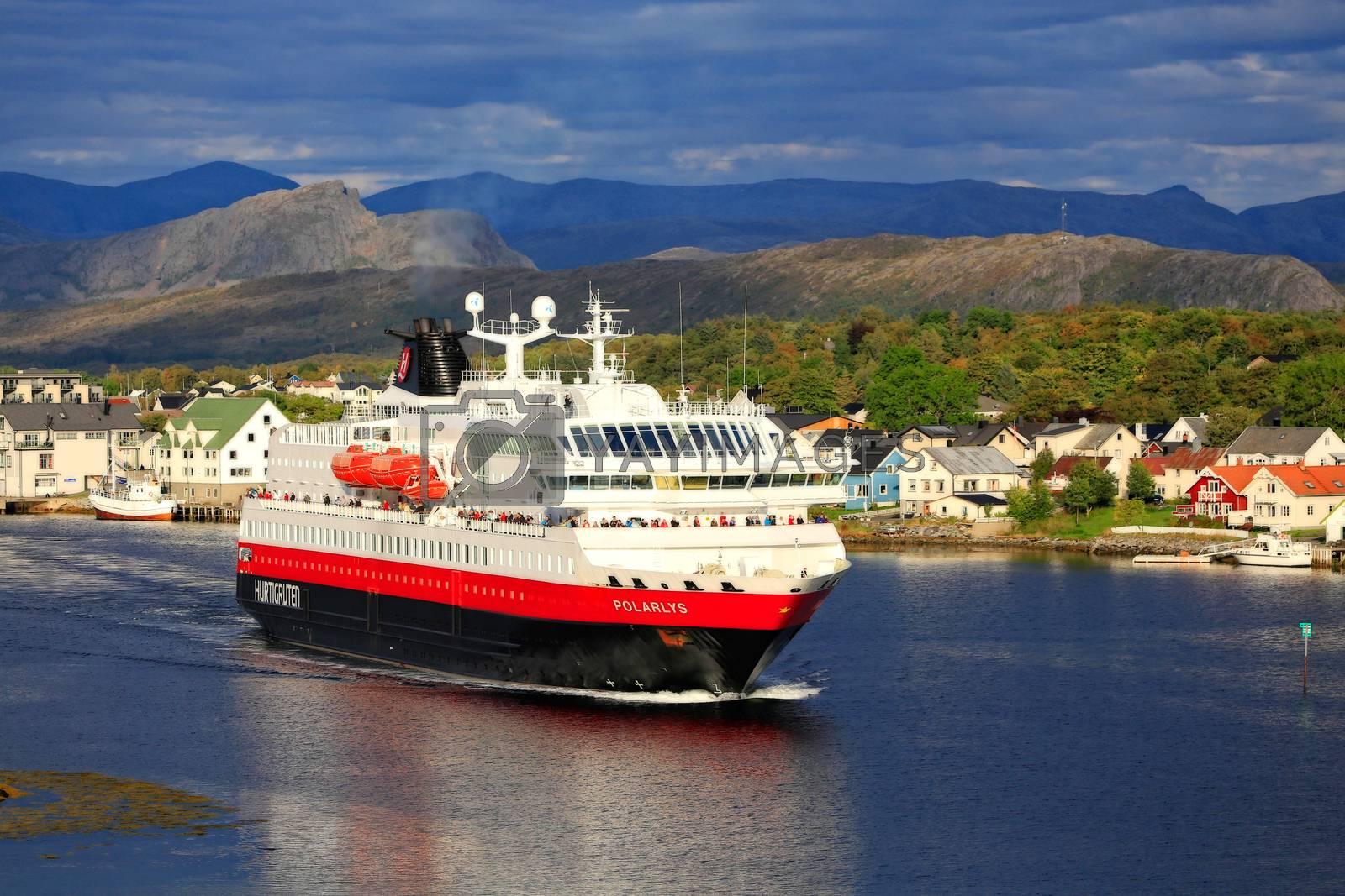 M.s Polarlys forlater brønnøysund