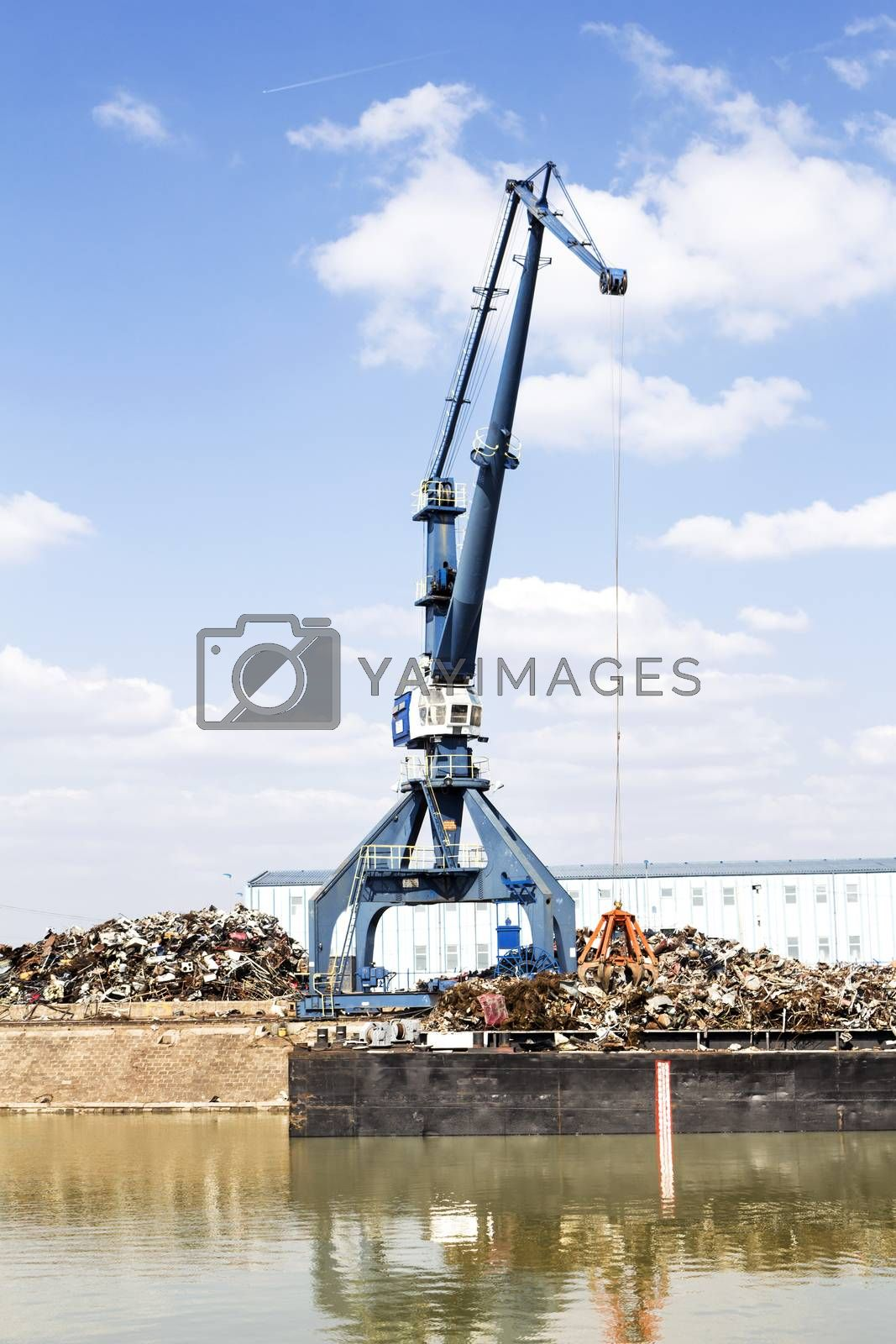 Cranes operating in the recycling area