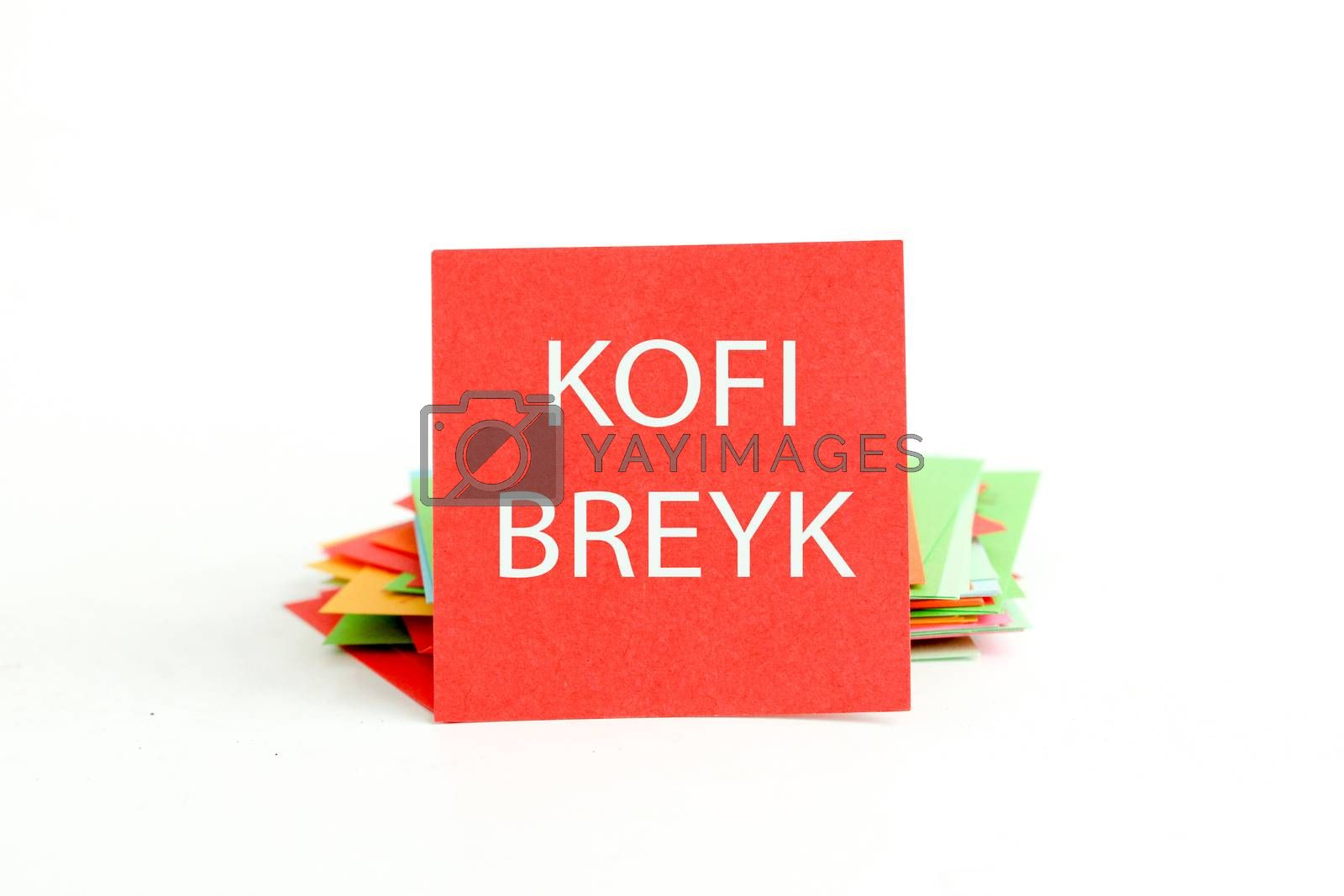 picture of a red note paper with mispelled text coffee break
