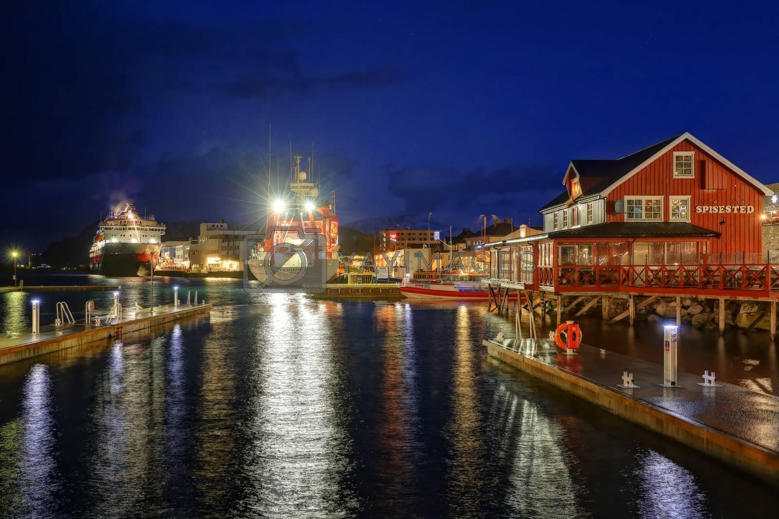 Brønnøysund havn i dag M.s Finnmarken og H.U. Sverdrup II  ved kai i Brønnøysund