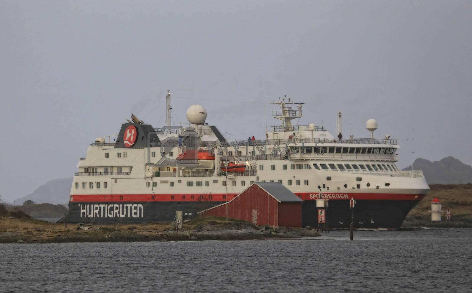 Hurtigruten ankommer Brønnøysund