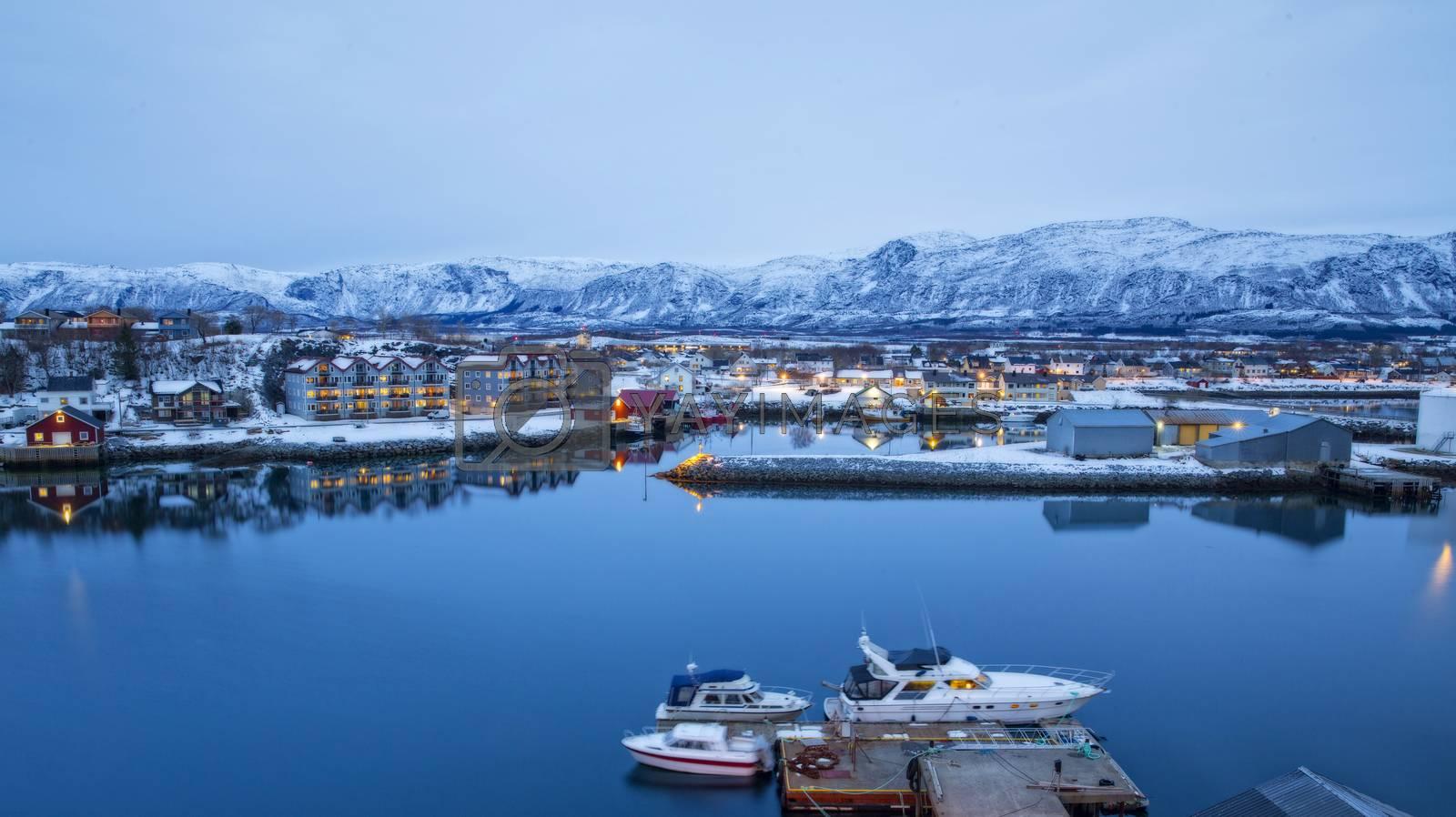 Utsikt fra Brønnøysund brua etter solnedgang