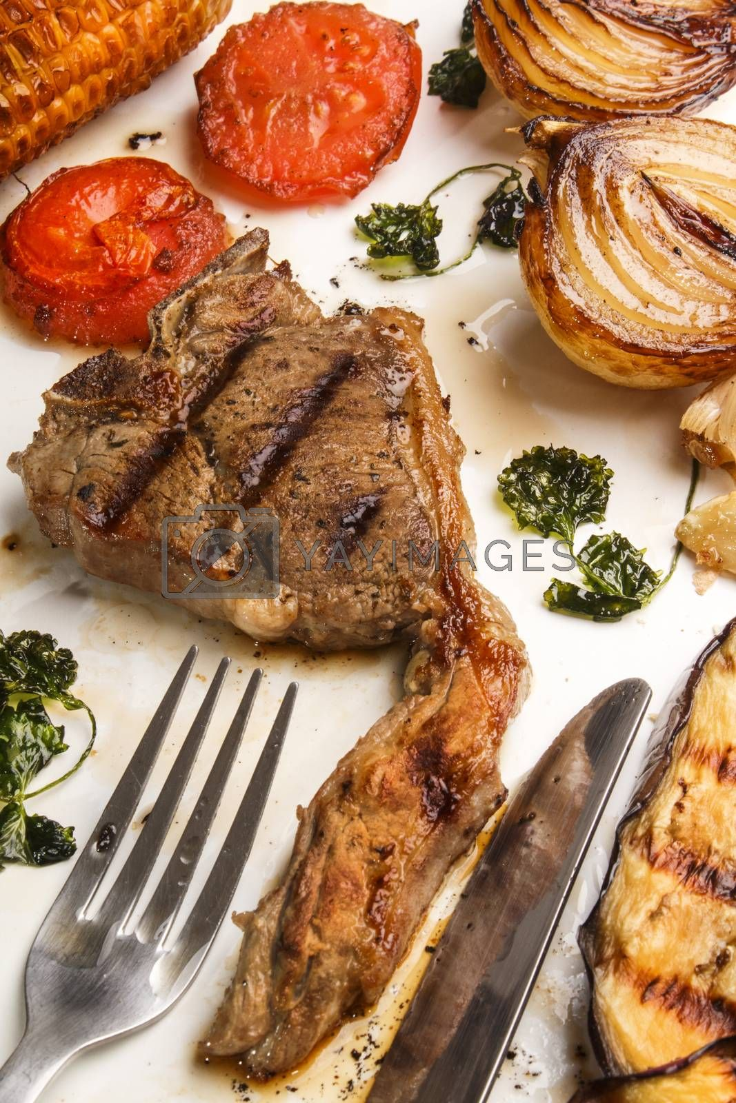 grilled lamb chop with onion, tomato and aubergine