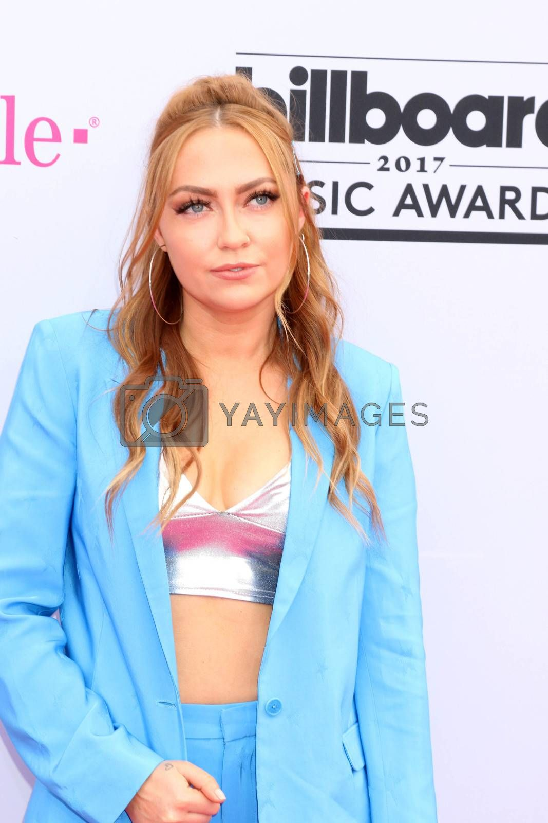 Brandi Cyrus at the 2017 Billboard Awards Arrivals, T-Mobile Arena, Las Vegas, NV 05-21-17