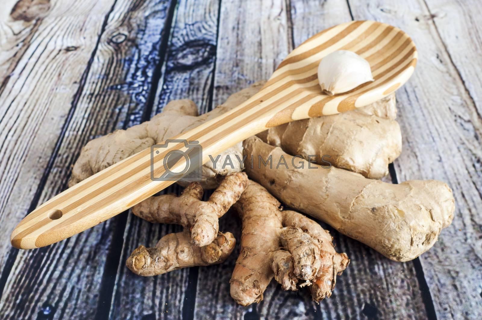 bamboo spoon, garlic, turmeric and ginger