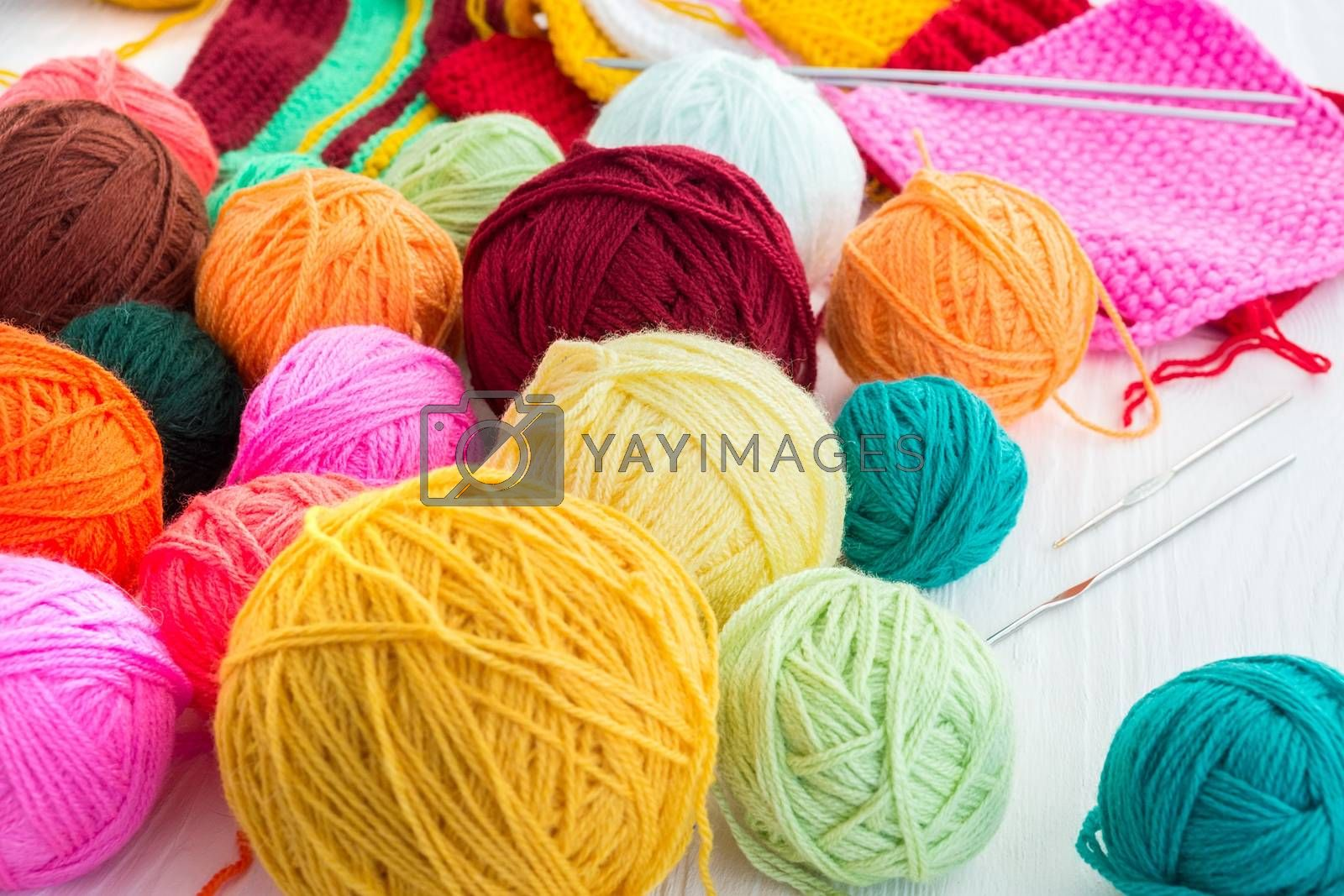 The photo shows the knitting needles with a ball