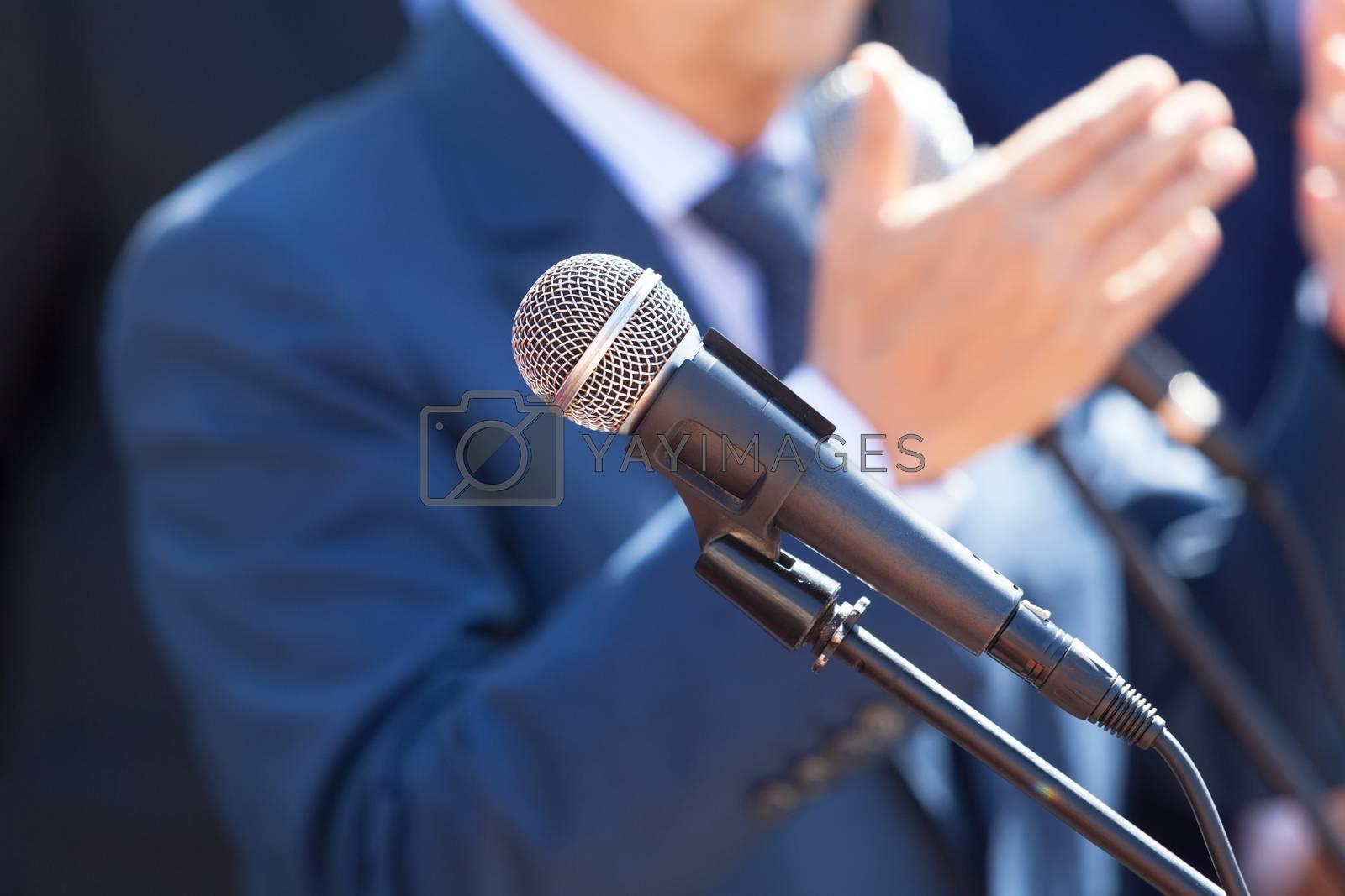 Microphone in focus against blurred speaker