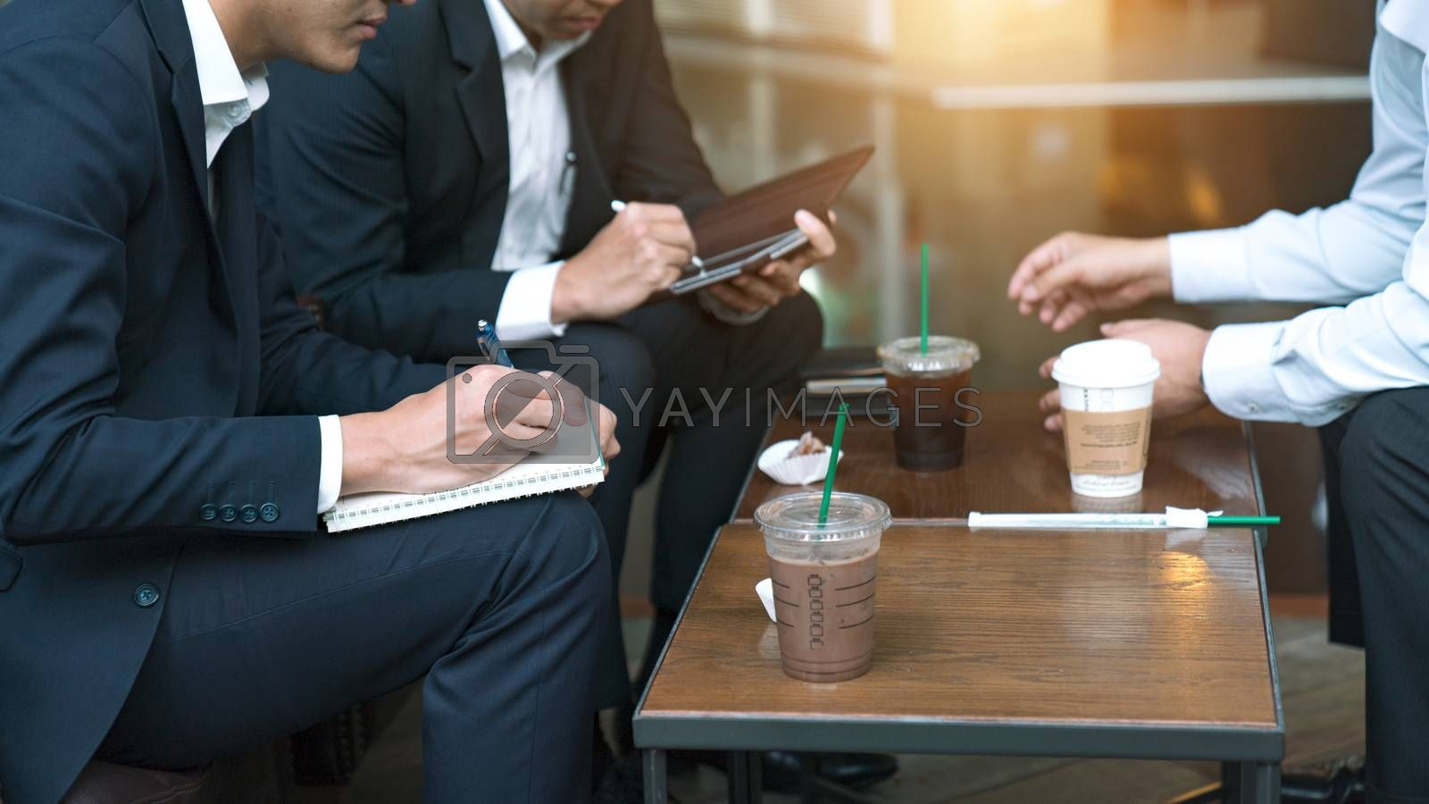 Businessmen offer sales to impress customers at coffee shops.