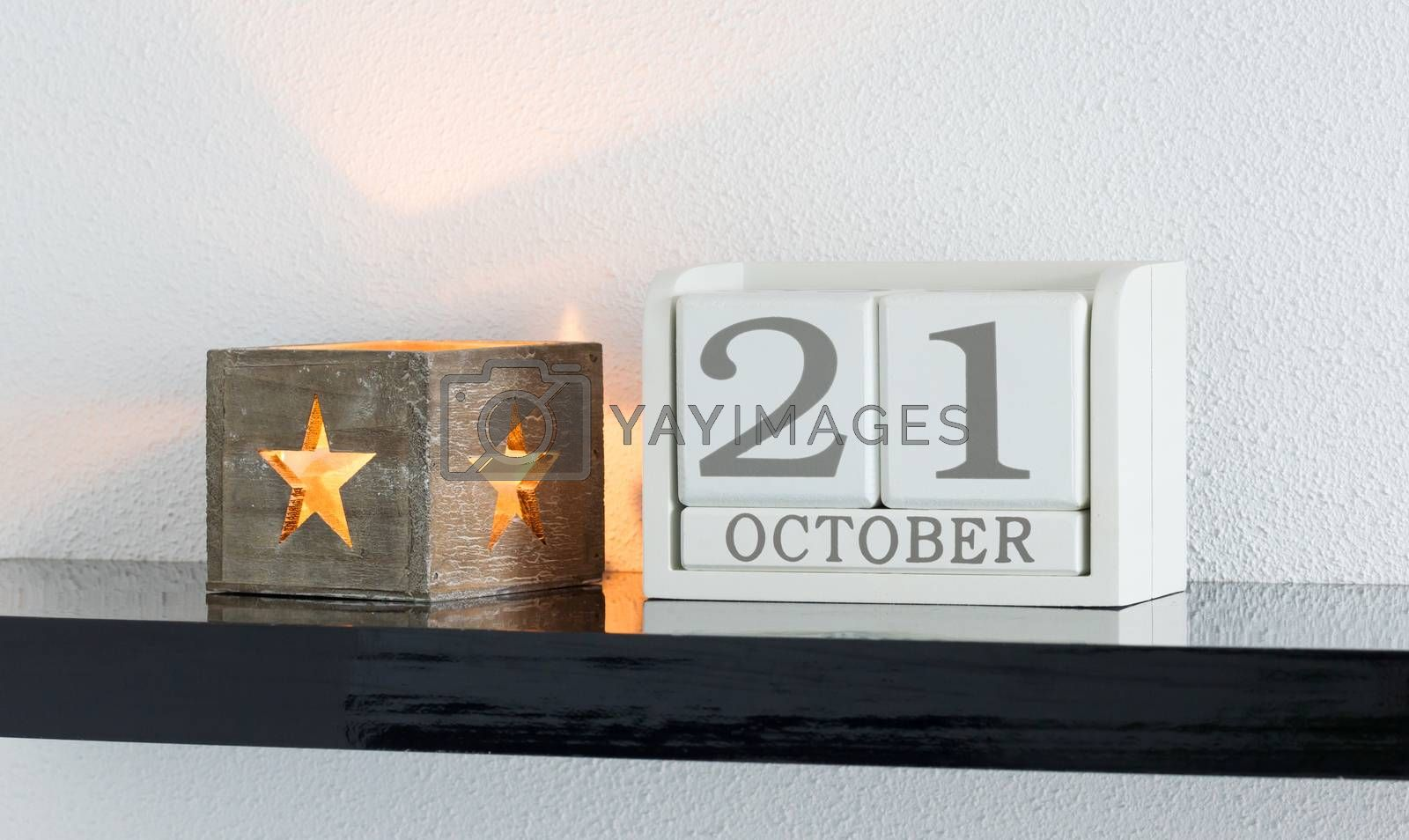 White block calendar present date 21 and month October by michaklootwijk