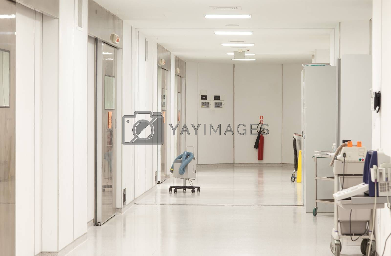 A sterile hospital surgeries corridor with nobody in it.