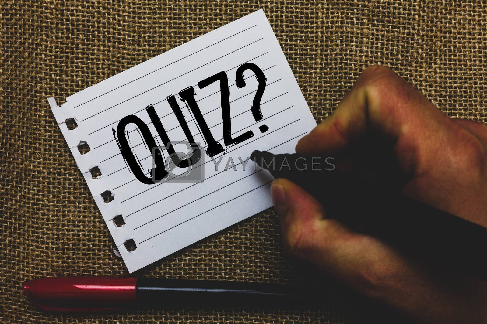 Conceptual hand writing showing Quiz Question. Business photo showcasing Short Tests Evaluation Examination to quantify your knowledge Marker pen inspiration nice ideas small pitch art paper mat