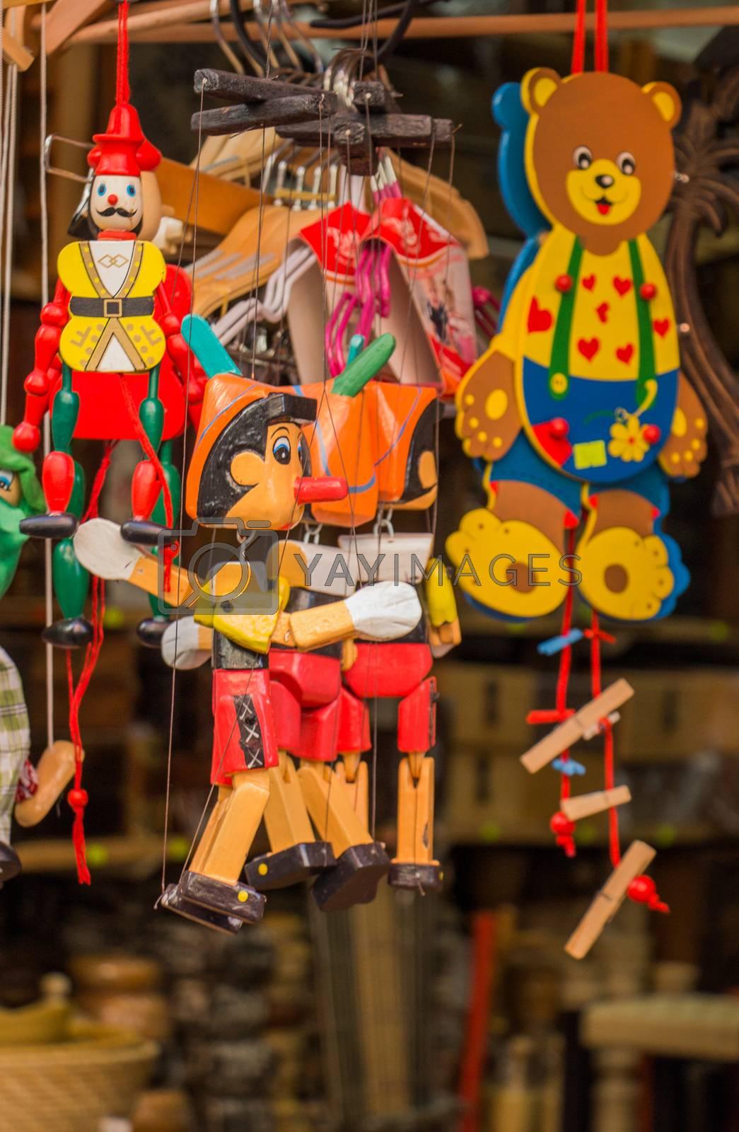 Wodden puppets og Pinocchio  by berkay