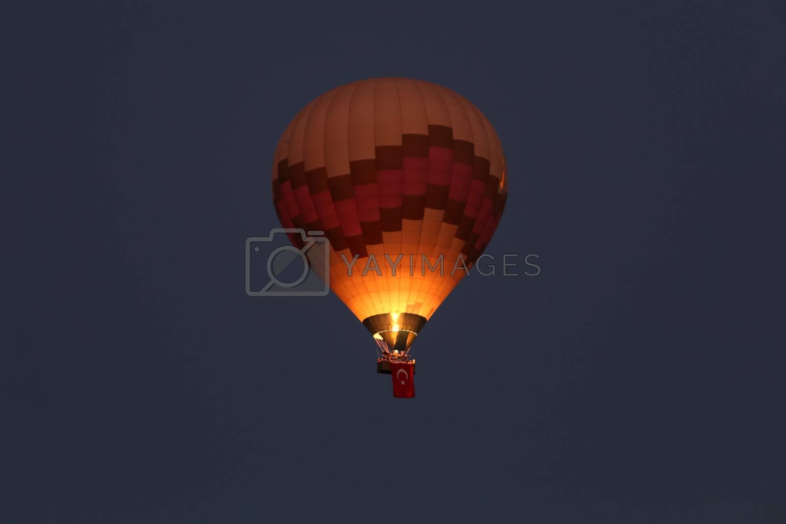 Hot Air Balloon by EvrenKalinbacak