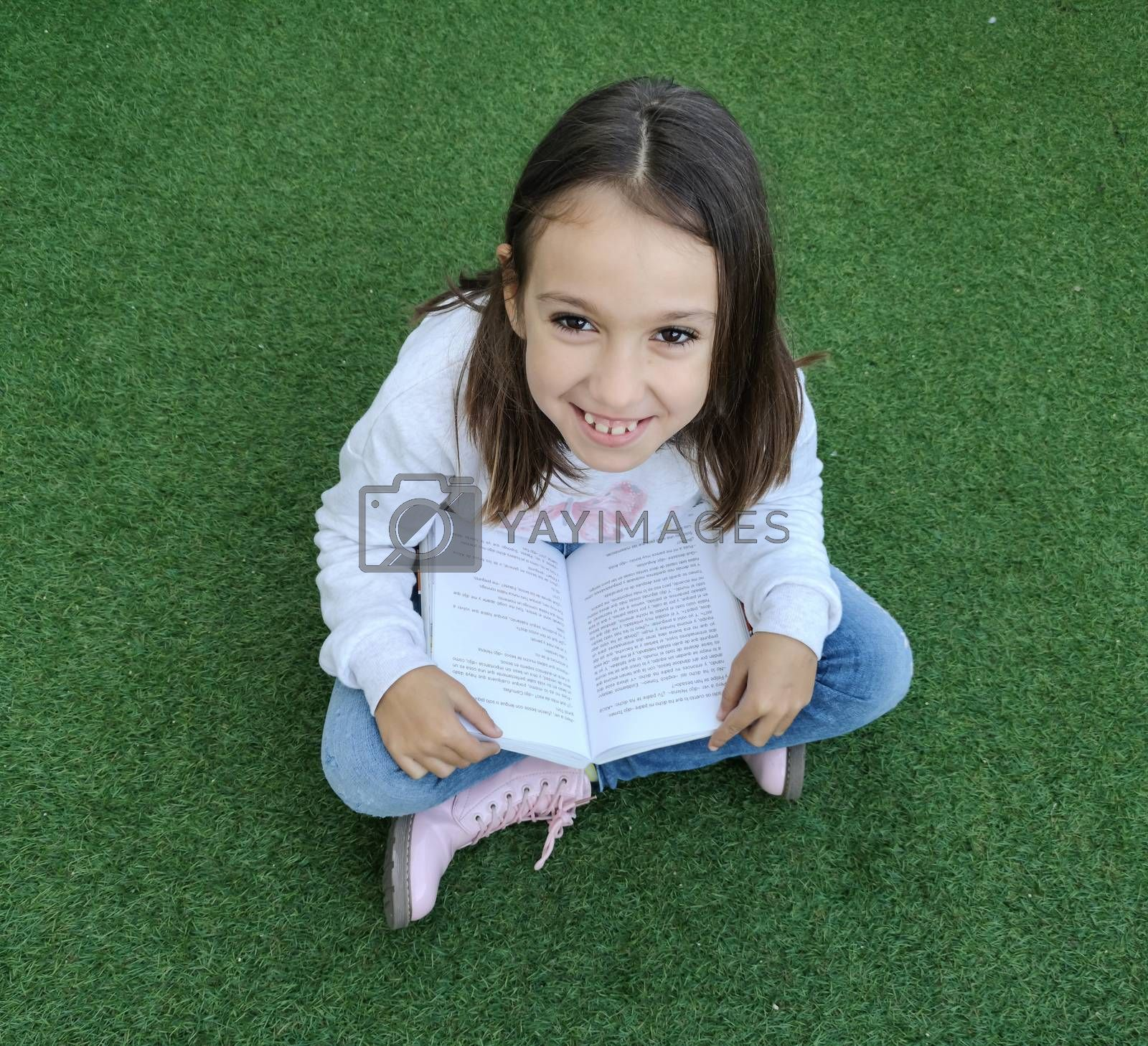Smiling girl reading by Barriolo82