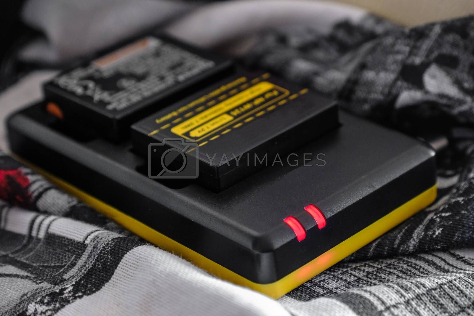 Battery charger for mirrorless and reflex cameras .