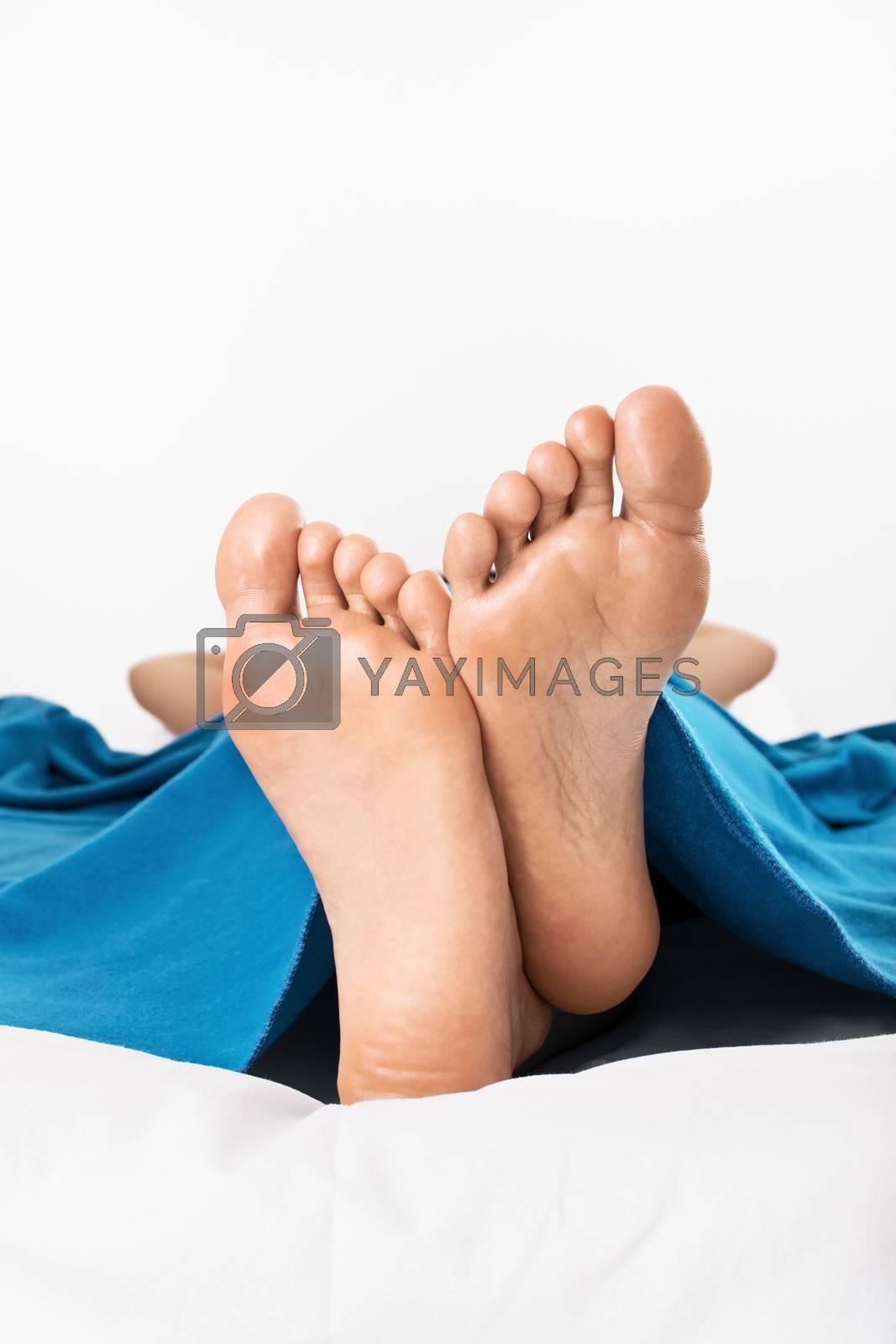 Feet up, relaxing by Mendelex