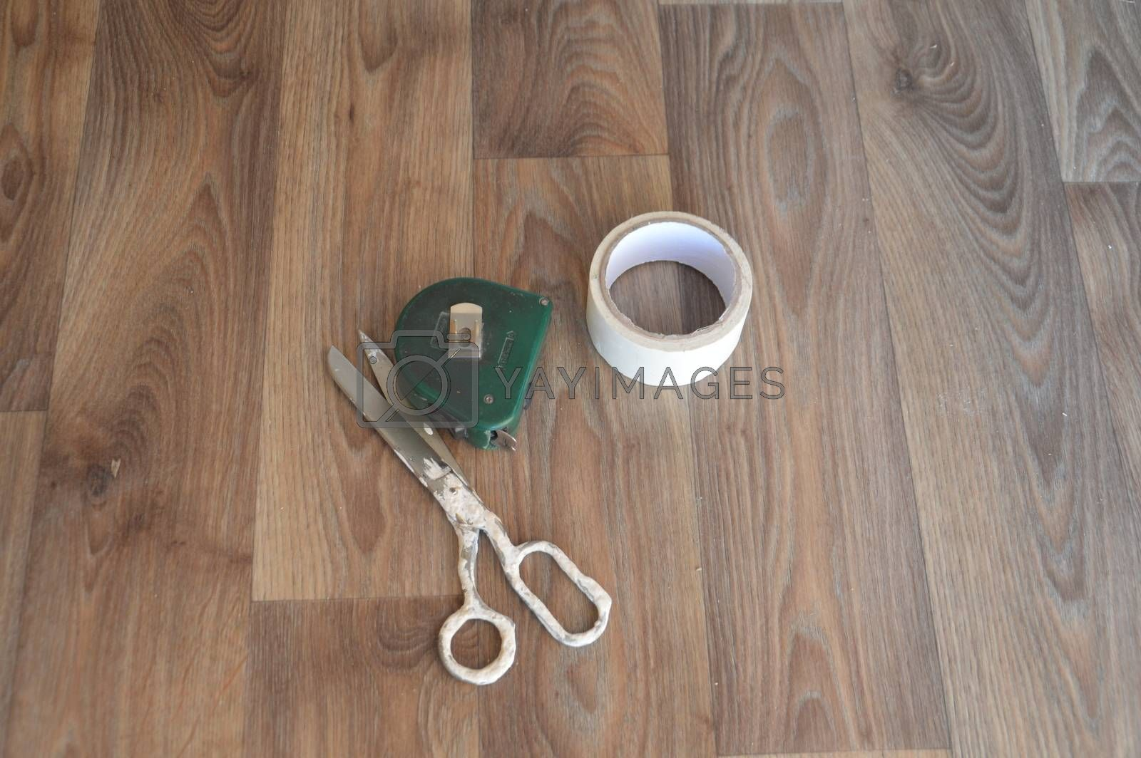 Laying industrial linoleum in the interior of  house