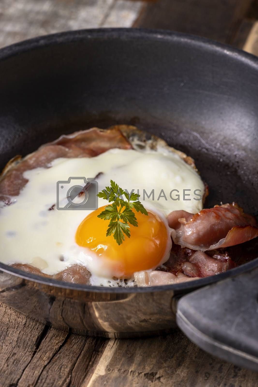 egg sunny side up in a pan