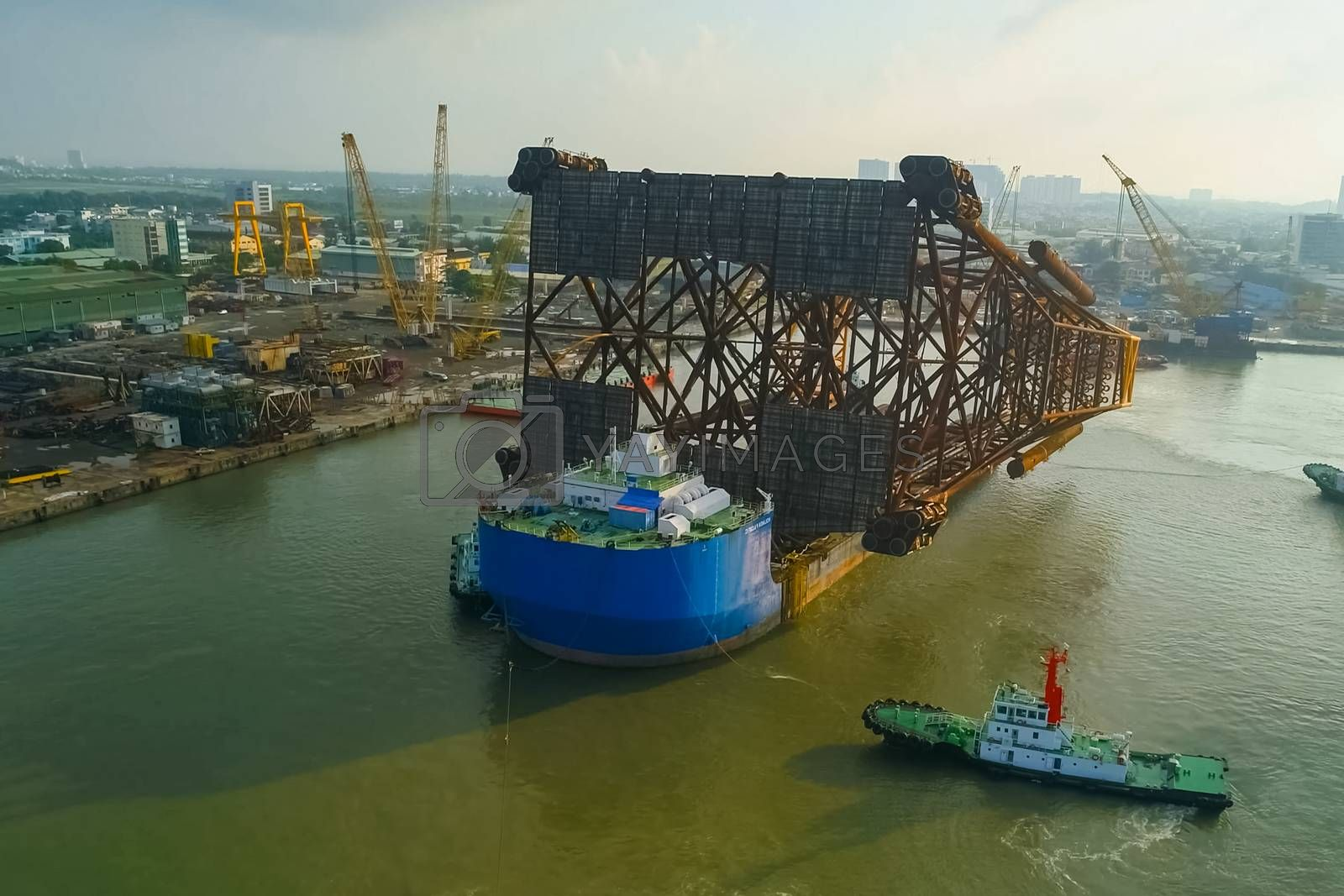 Moving and transporting the supports of the oil platform.