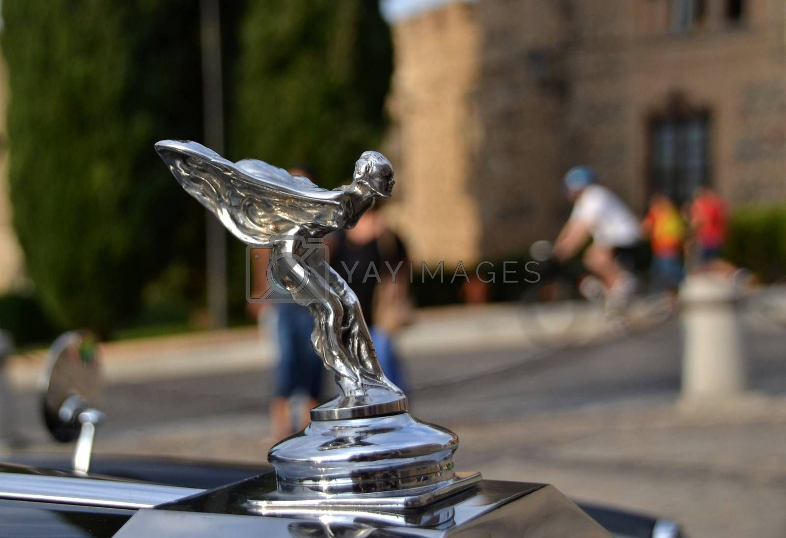 Car emblem made with the figure of a woman with wings in take-off position to fly