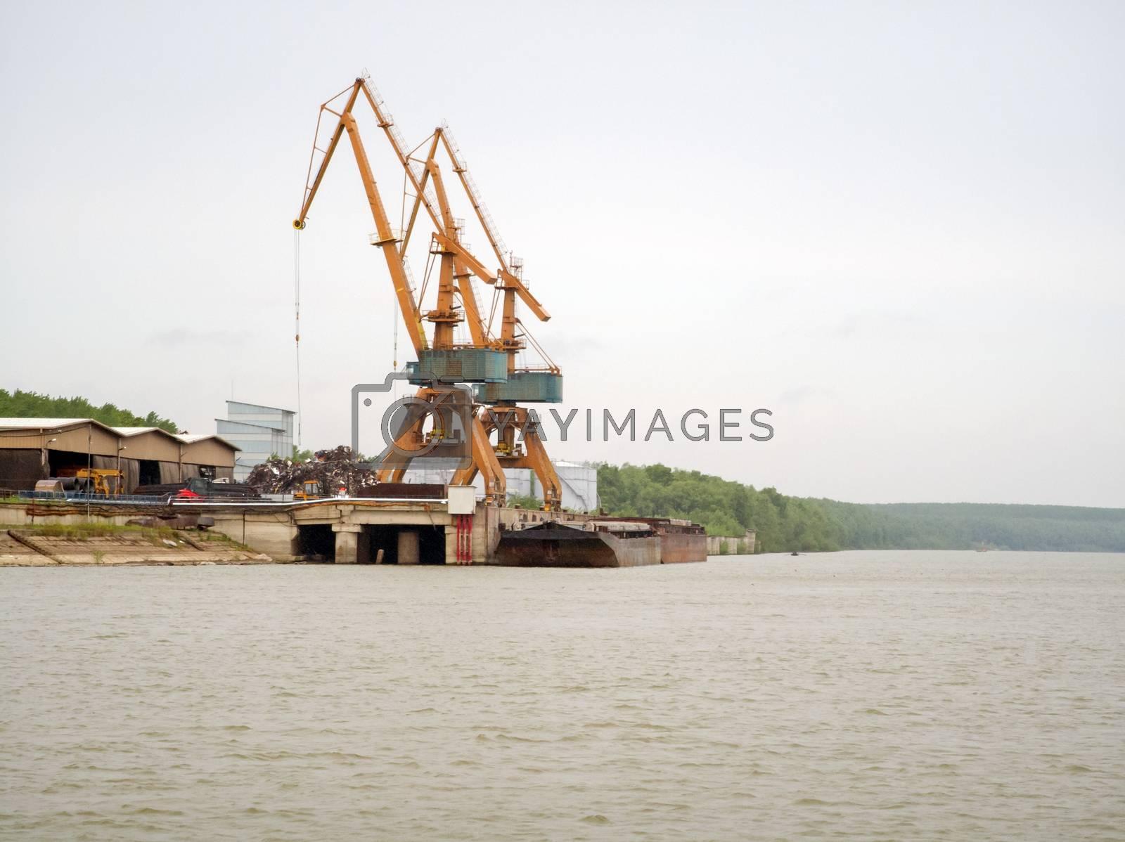 Harbour lifting crane for loading cargo ships on Danube river