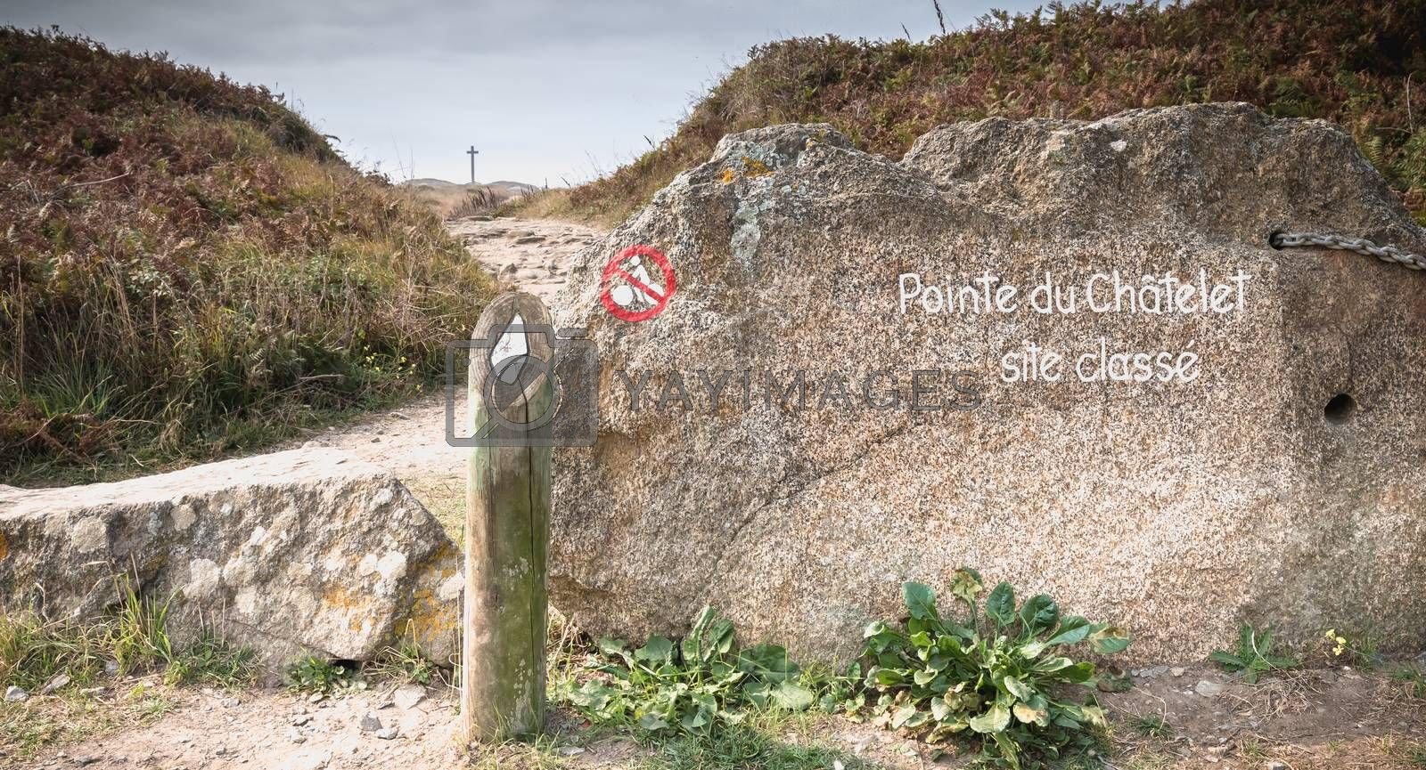 Pointe du Châtelet Classified Site written in paint on a stone at the entrance of a path on the island of Yeu, France
