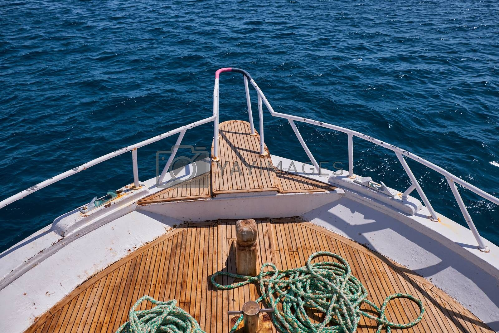Bow of a boat with blue ocean, sailing image stock