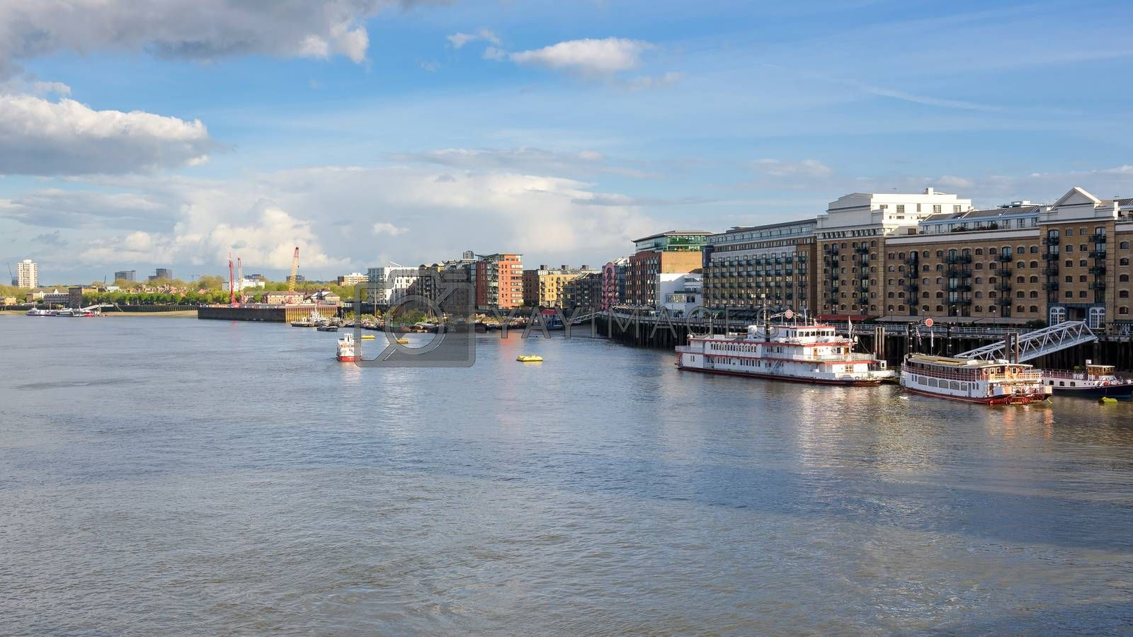 Panoramic view sountbank of the Thames River in London, UK